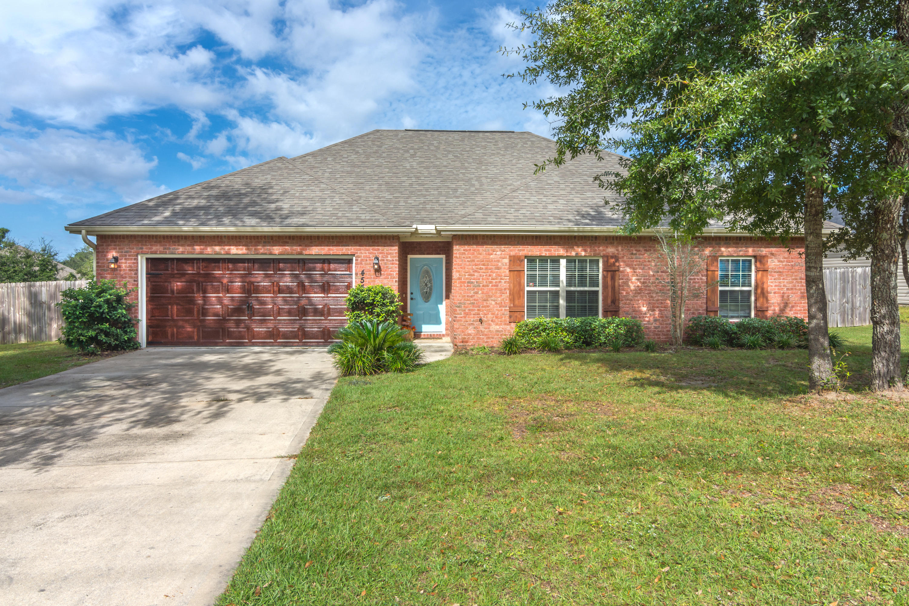 Photo of home for sale at 4544 Live Oak Church, Crestview FL