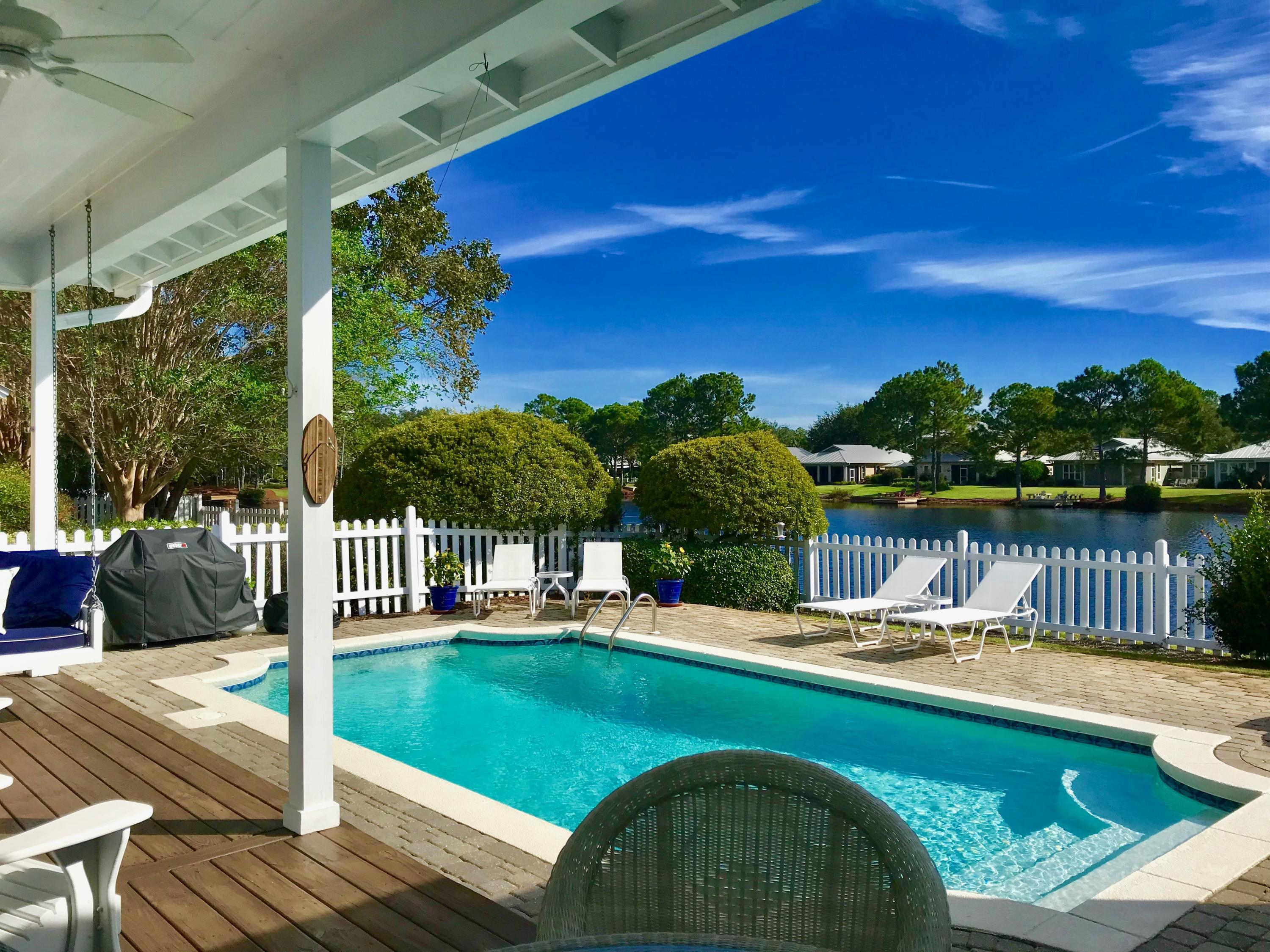 Photo of home for sale at 2077 Olde Towne, Miramar Beach FL
