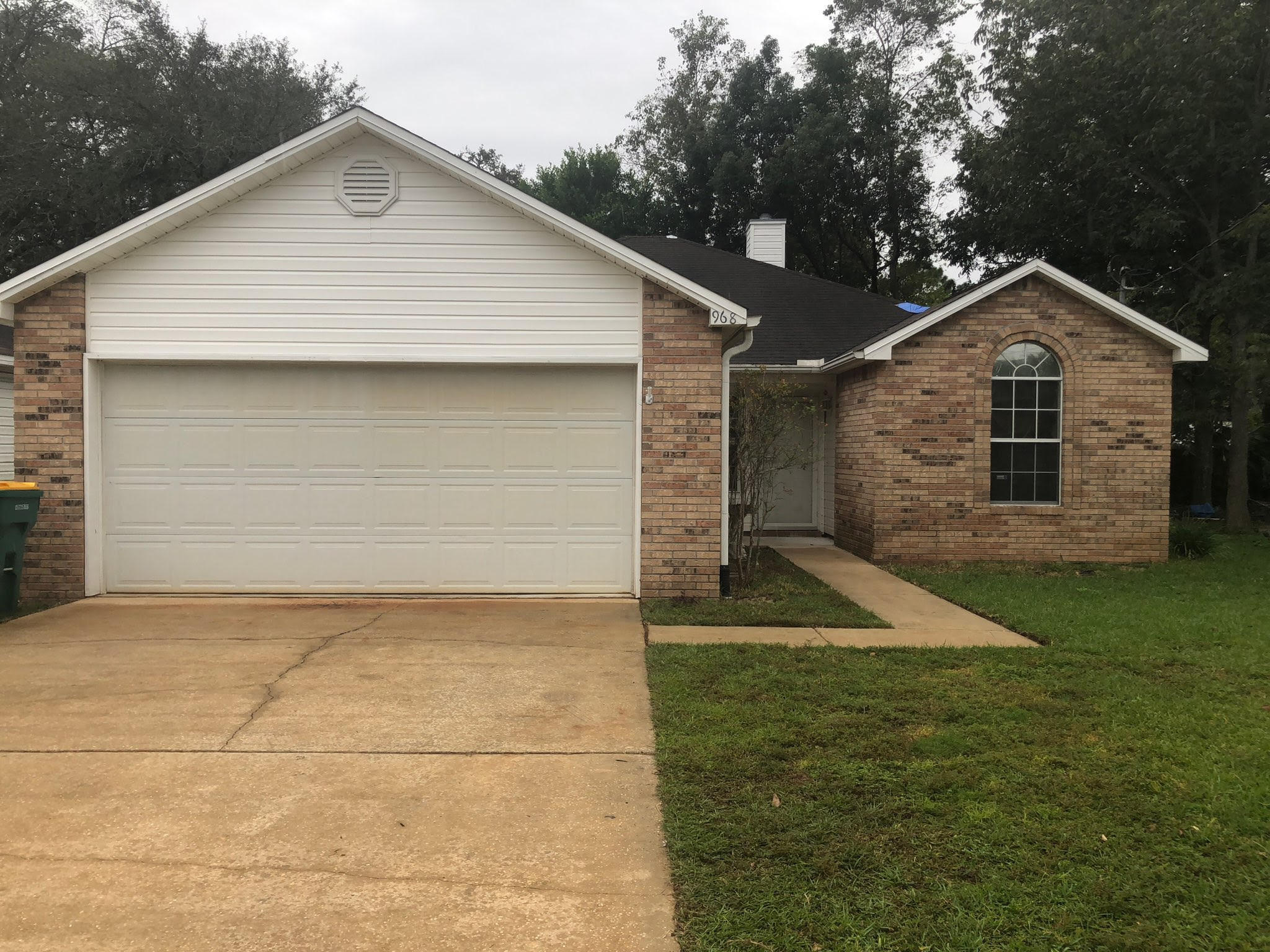 Photo of home for sale at 968 Southern Oaks, Fort Walton Beach FL