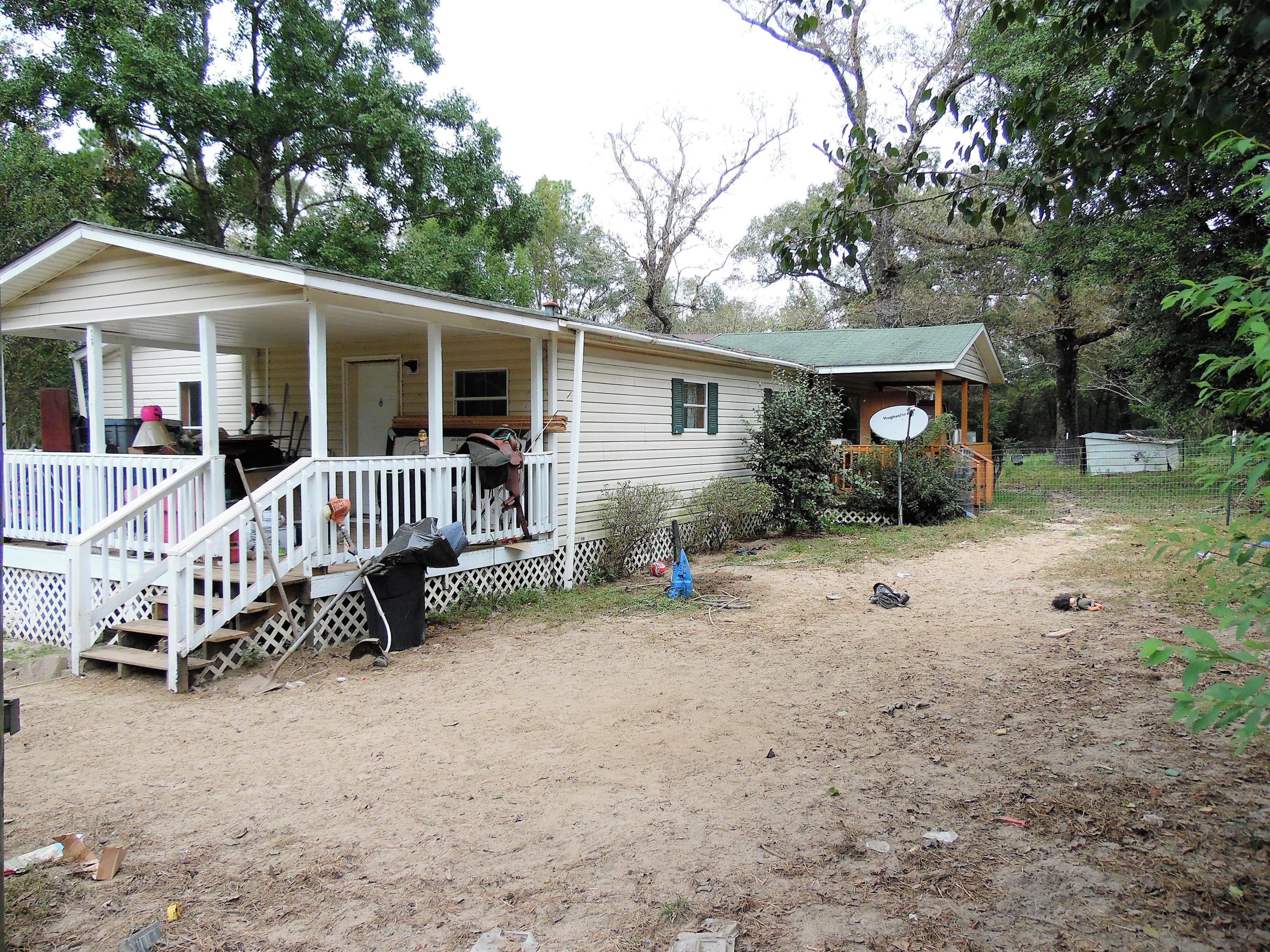 Photo of home for sale at 3569 St Hwy 2, Westville FL