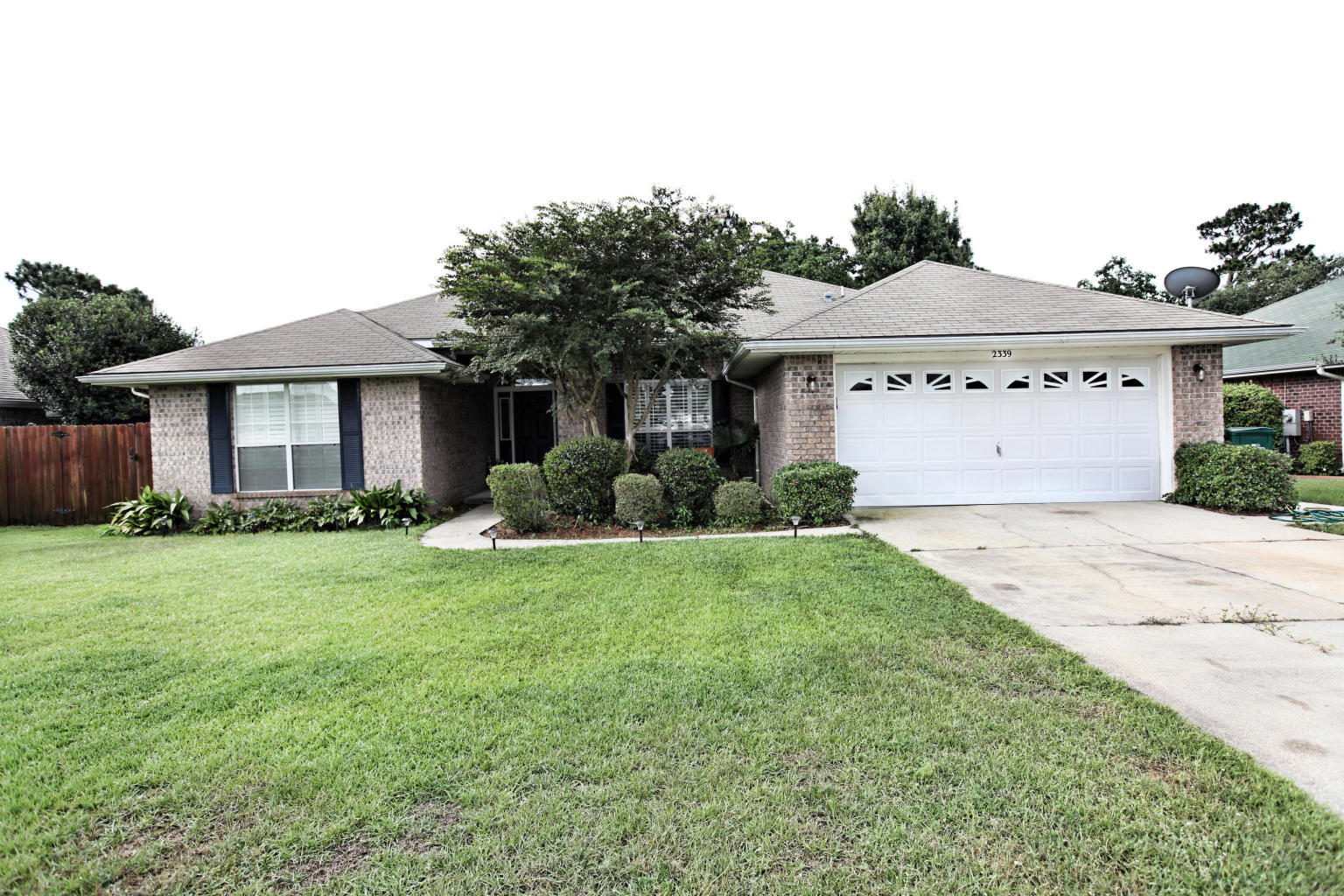 Photo of home for sale at 2339 Heritage, Navarre FL