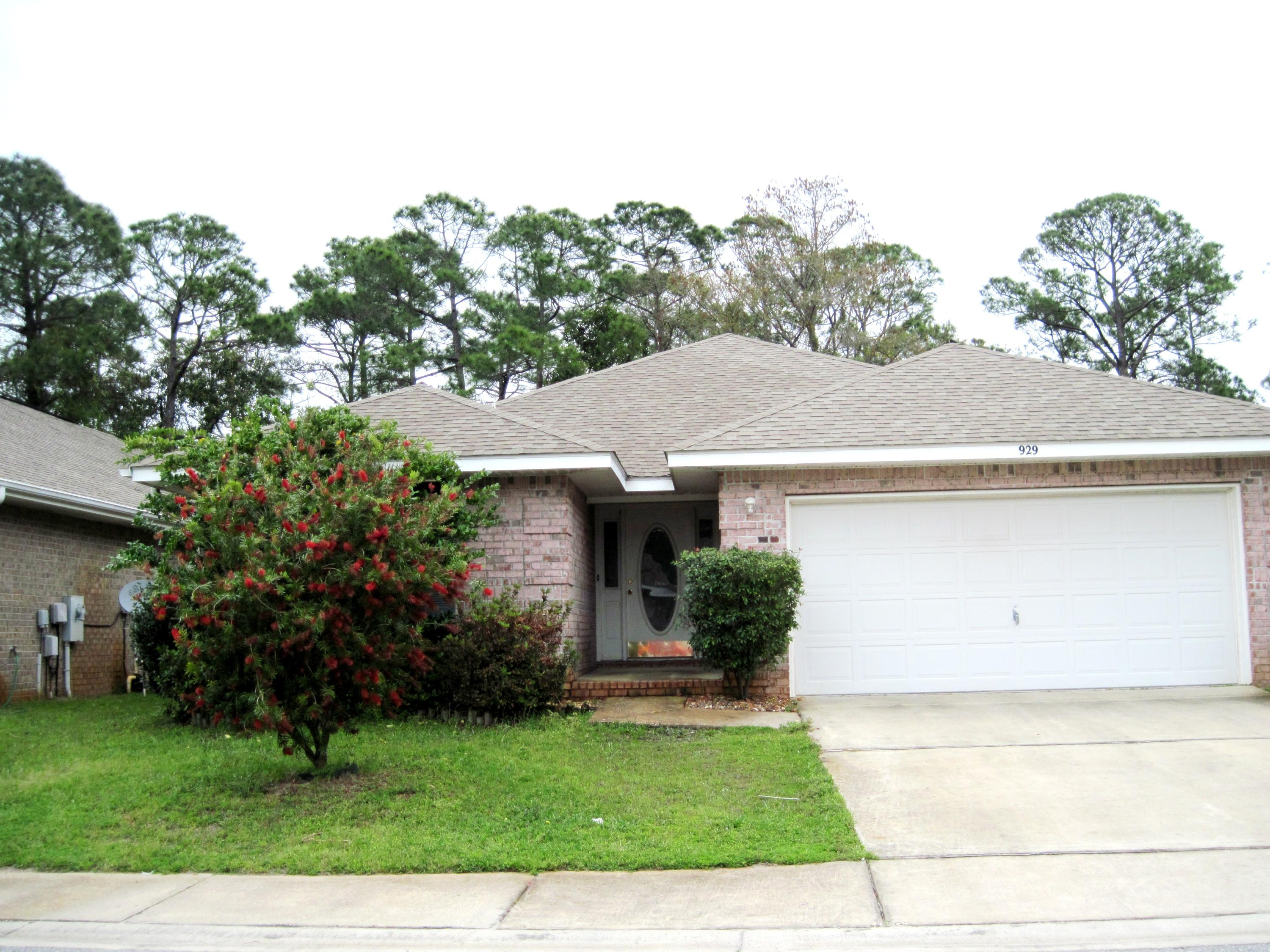 Photo of home for sale at 929 Lajolla, Mary Esther FL
