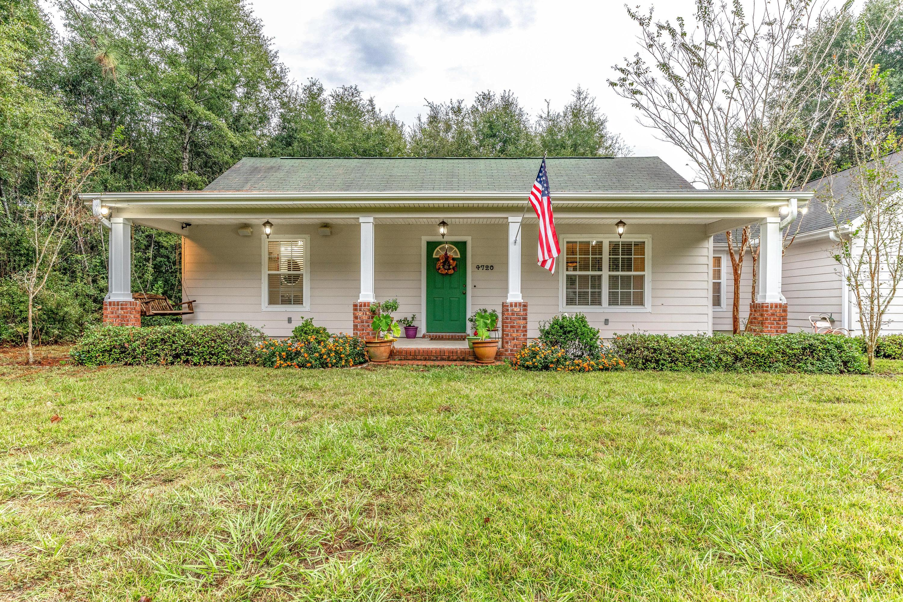 Photo of home for sale at 4720 Broderick, Holt FL