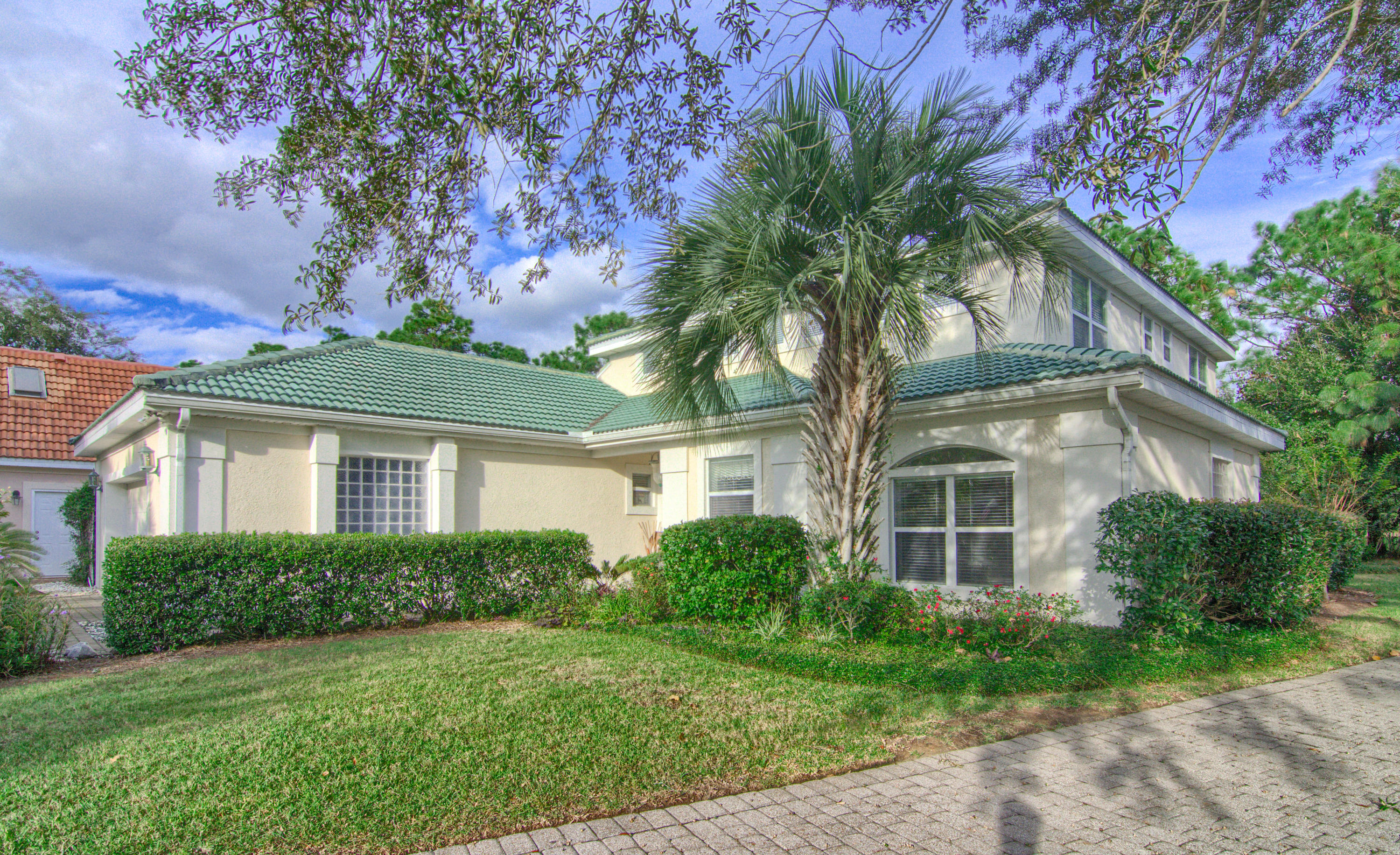 Photo of home for sale at 4342 Sunset Beach, Niceville FL