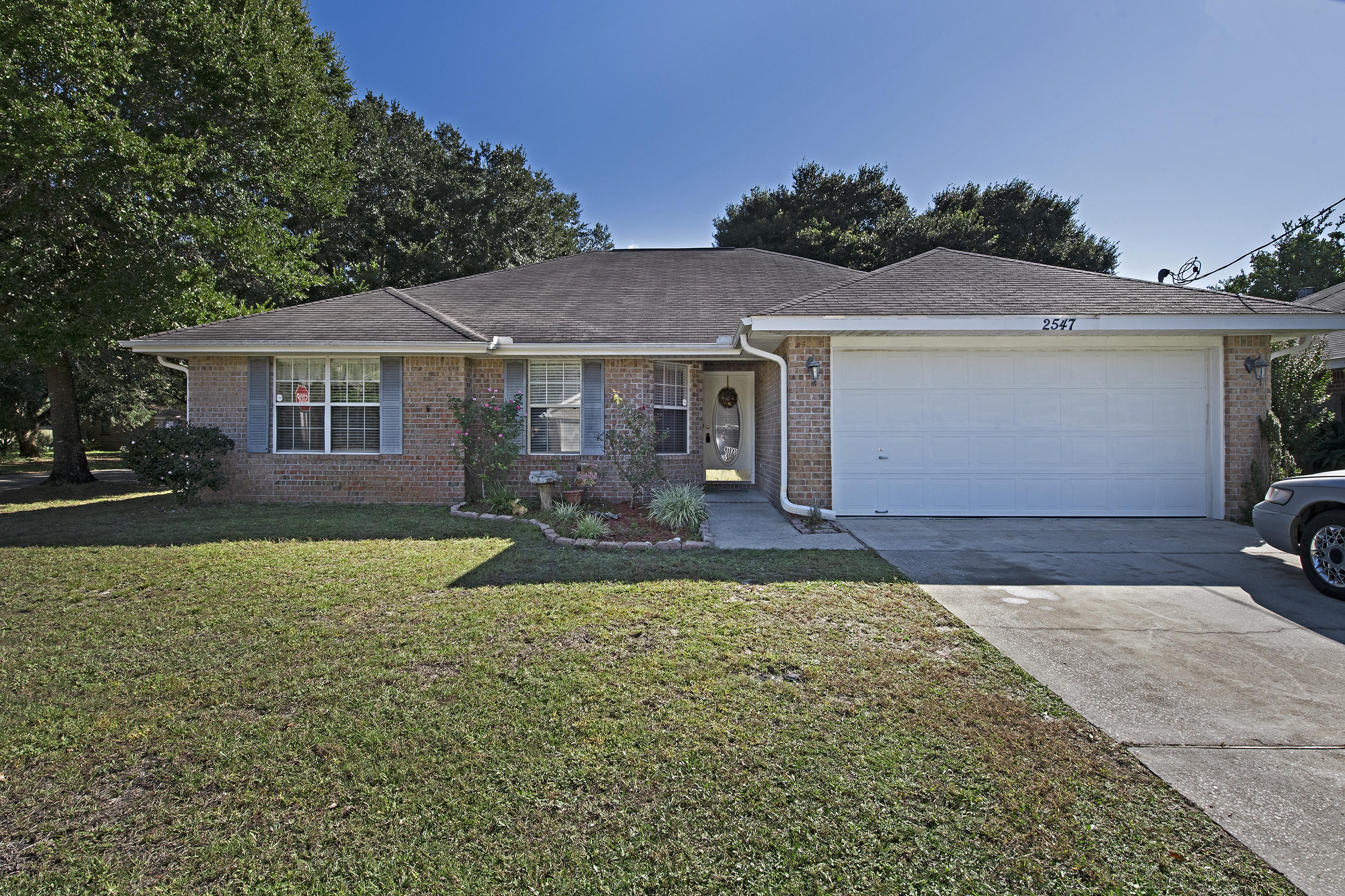 Photo of home for sale at 2547 Hidden Estates, Navarre FL