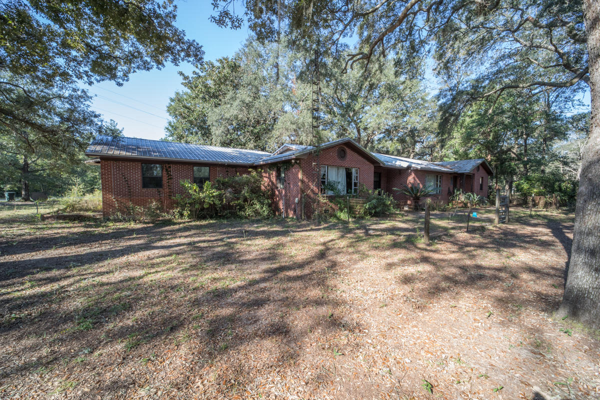 Photo of home for sale at 7758 State Highway 81, Ponce De Leon FL