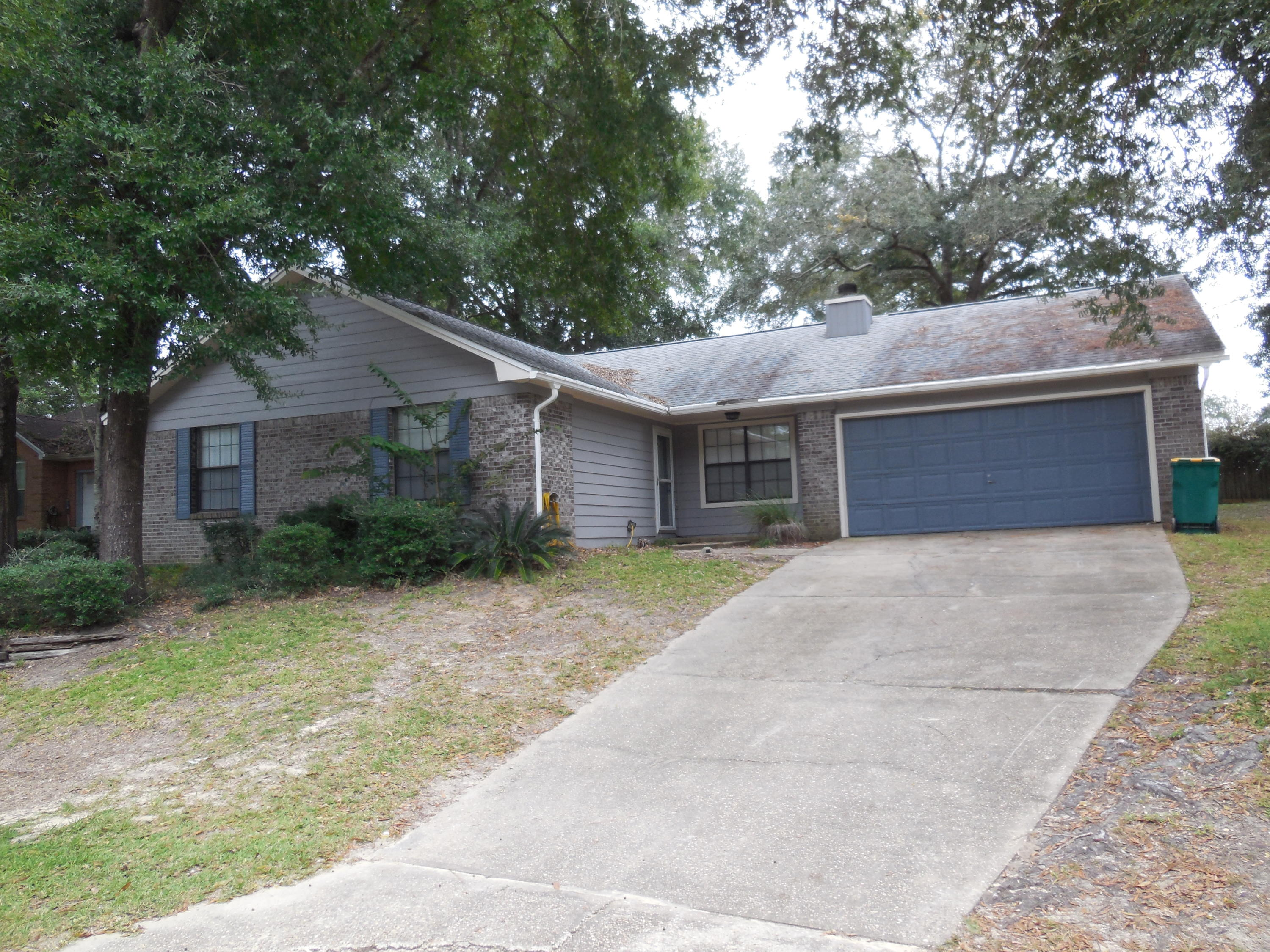 Photo of home for sale at 4763 Melissa, Crestview FL
