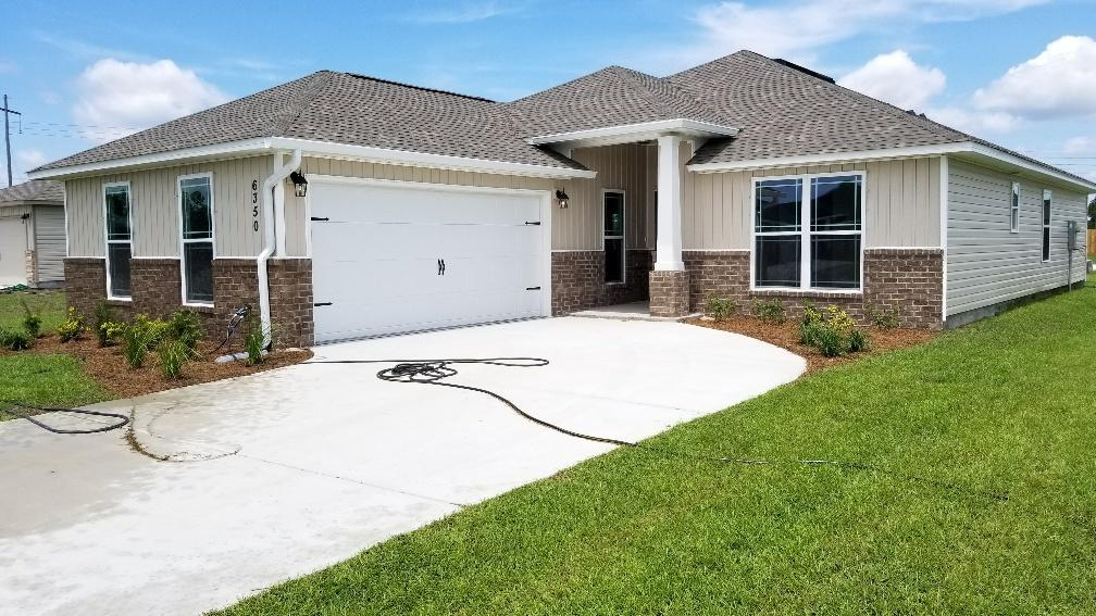 Photo of home for sale at 6302 Post Oak, Gulf Breeze FL