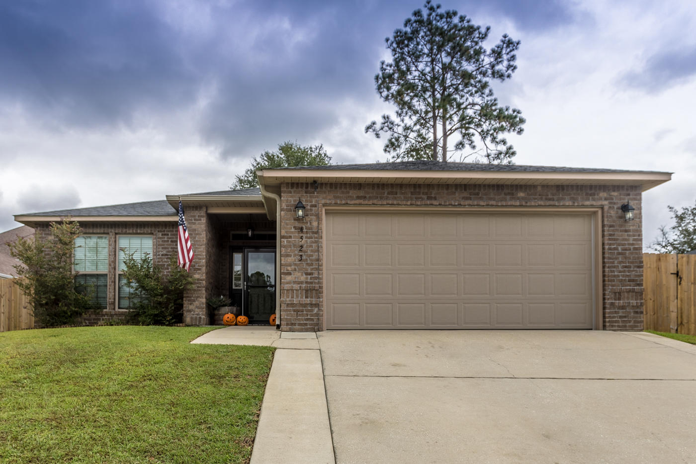 Photo of home for sale at 4523 Hermosa, Crestview FL