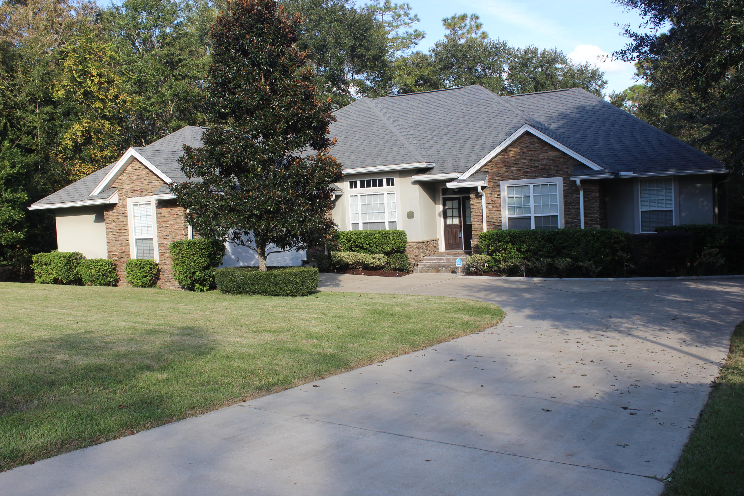 Photo of home for sale at 4543 Pfitzer, Crestview FL