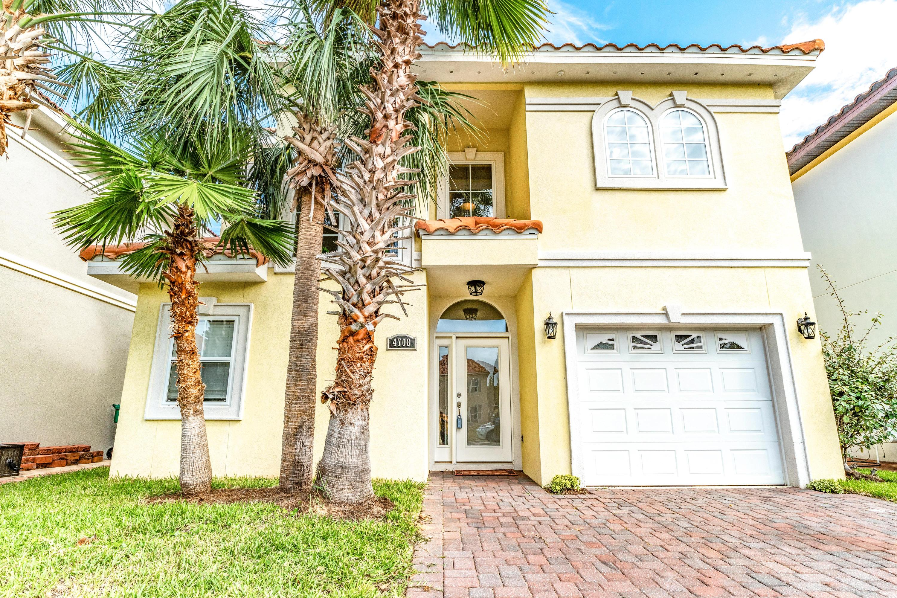 Photo of home for sale at 4708 Amhurst, Destin FL