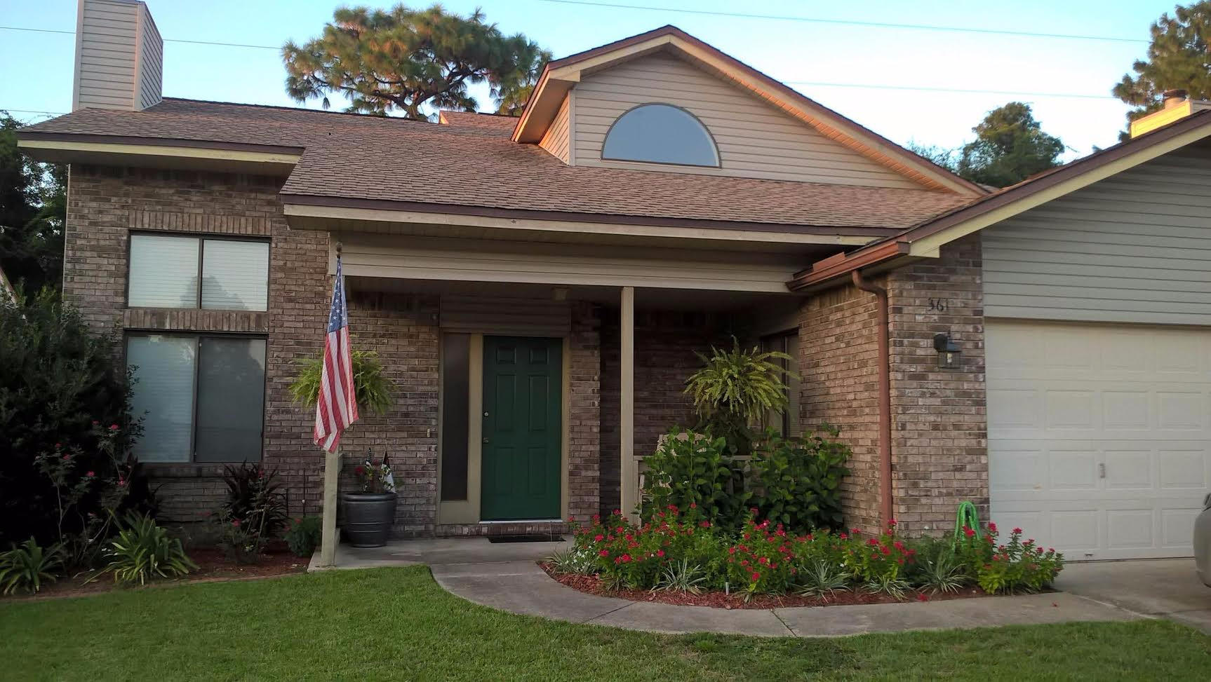 Photo of home for sale at 361 Evergreen, Niceville FL