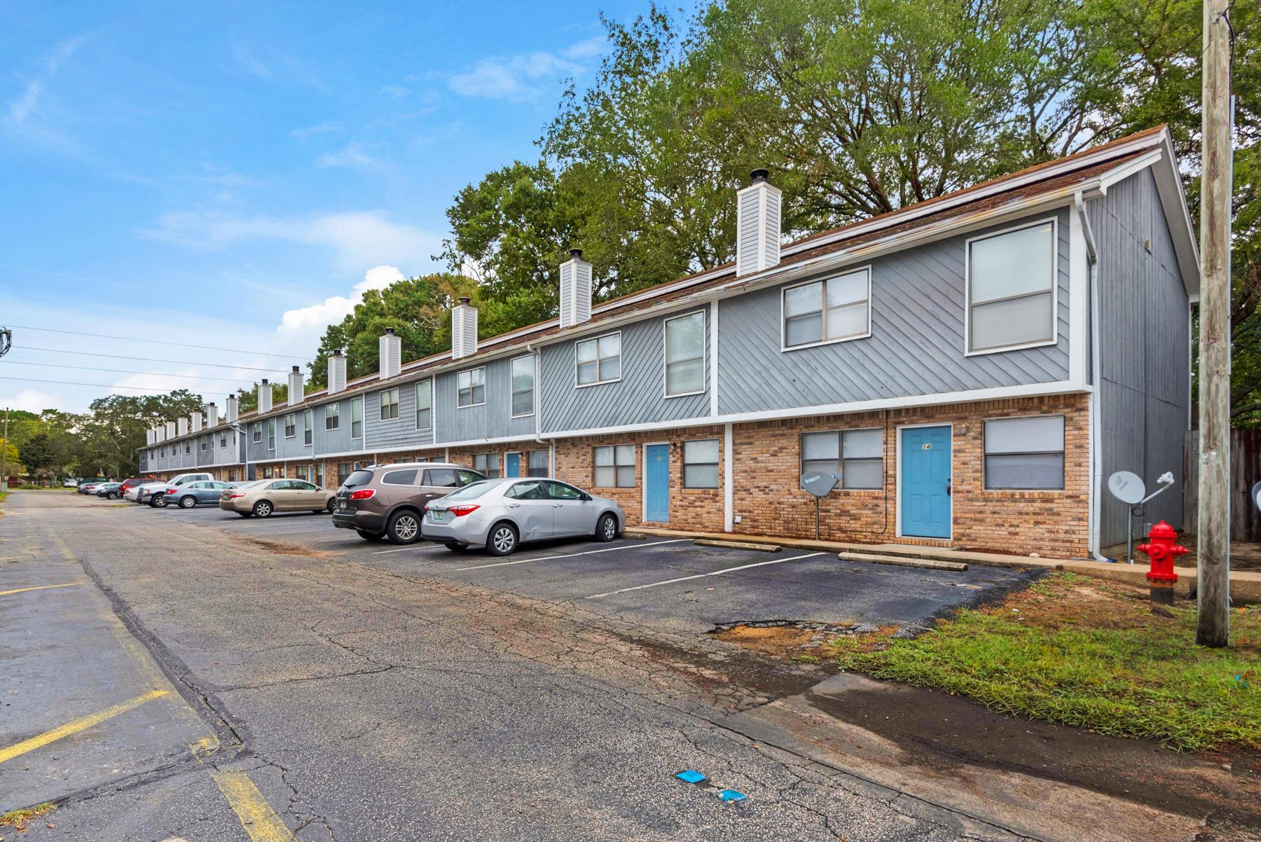 Photo of home for sale at 218 Pelham, Fort Walton Beach FL