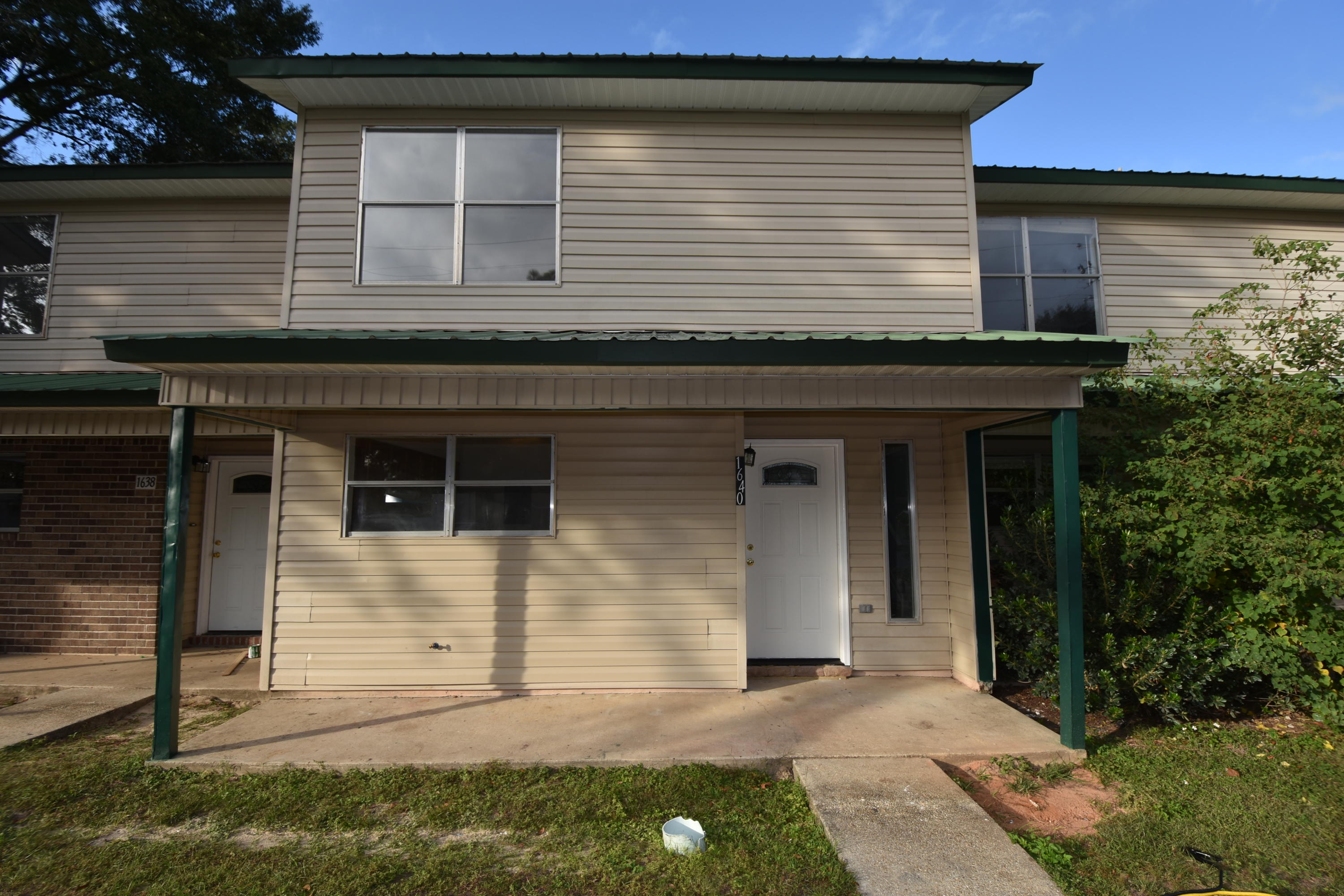 Photo of home for sale at 1640 1st, Crestview FL