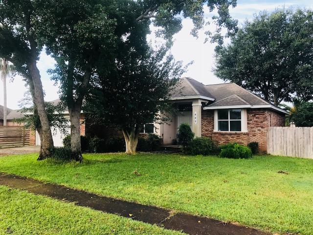 Photo of home for sale at 425 Ridge Wood, Destin FL