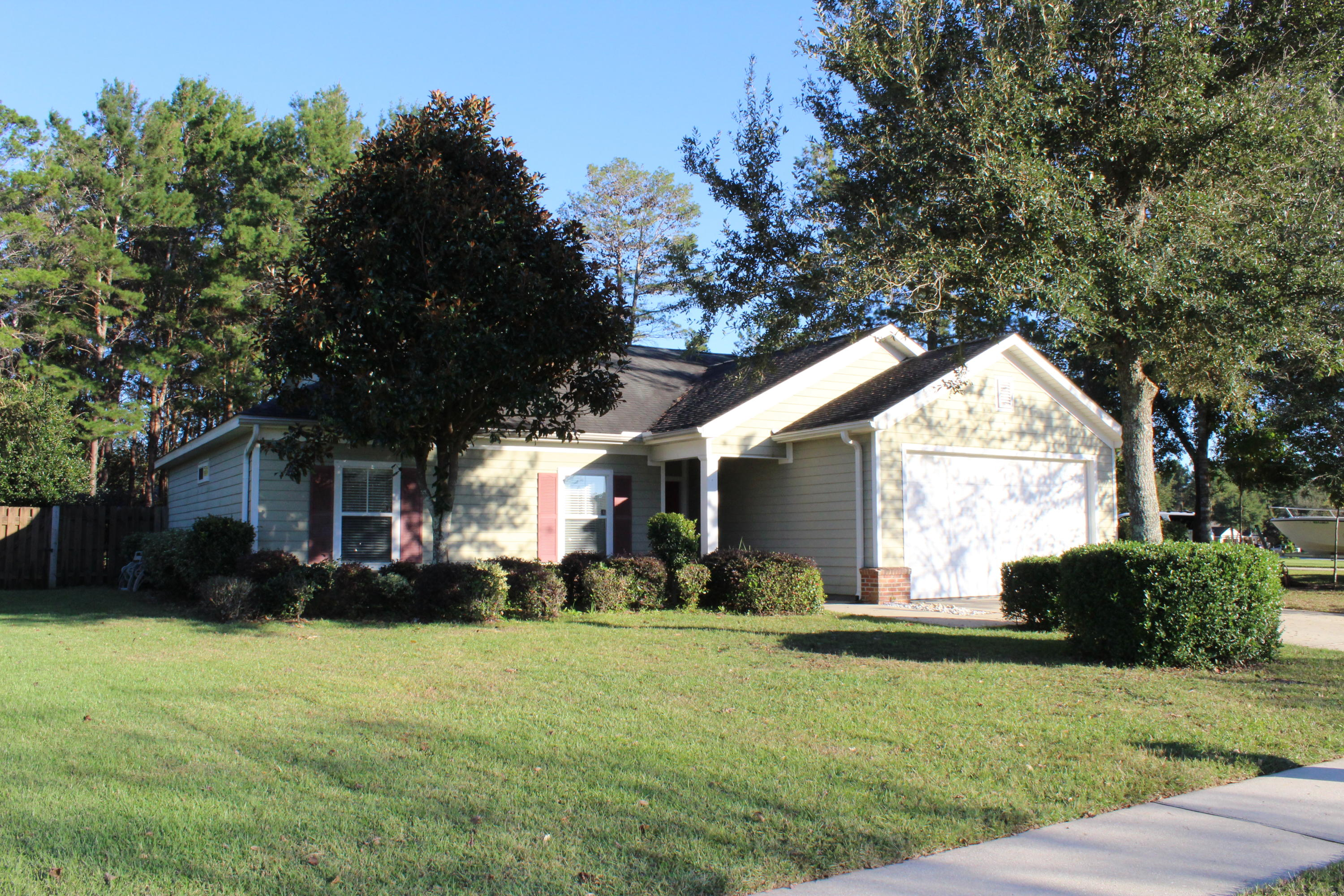 Photo of home for sale at 16 Camellia, Freeport FL