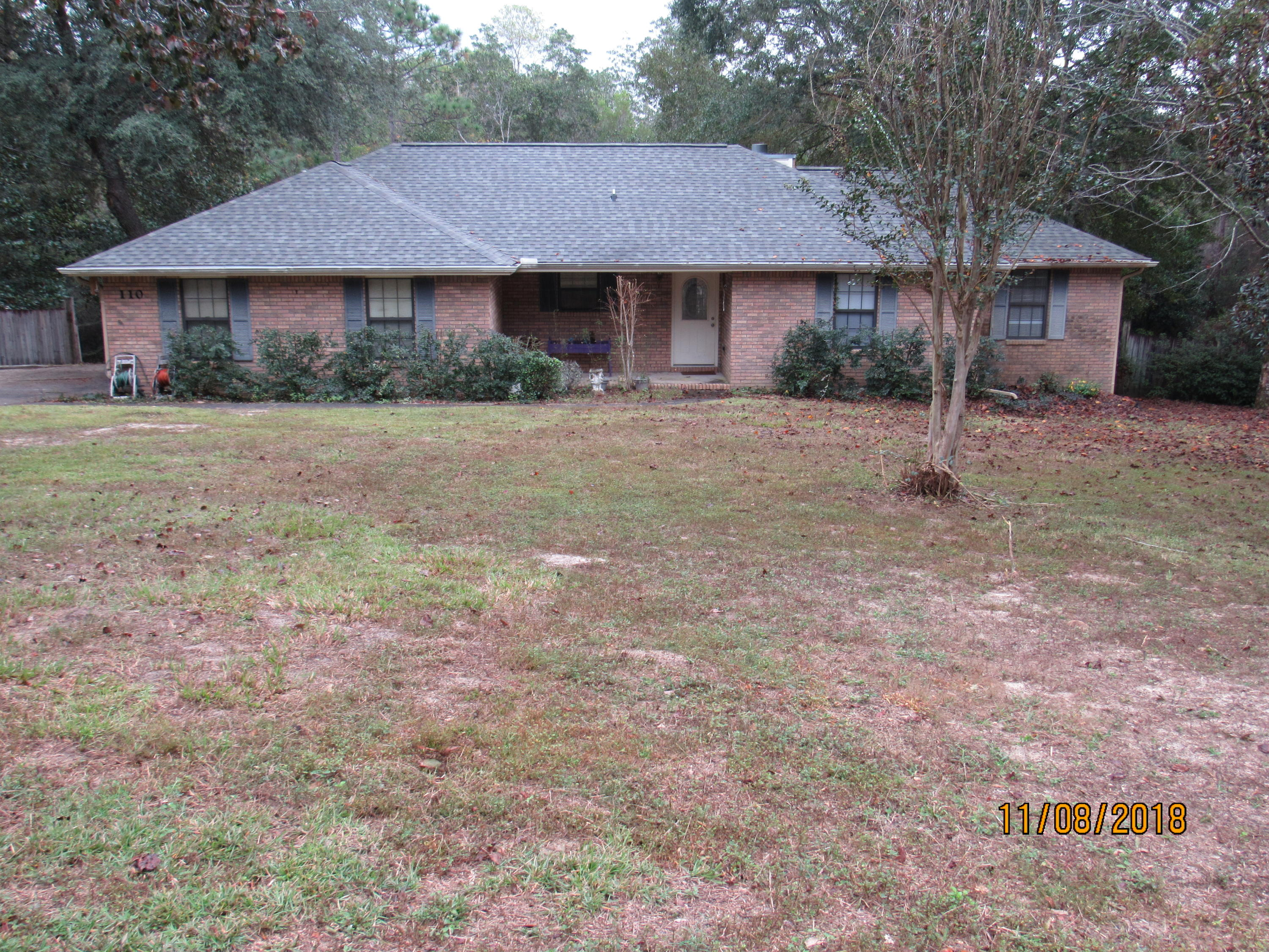 Photo of home for sale at 110 Blue Gill, Crestview FL