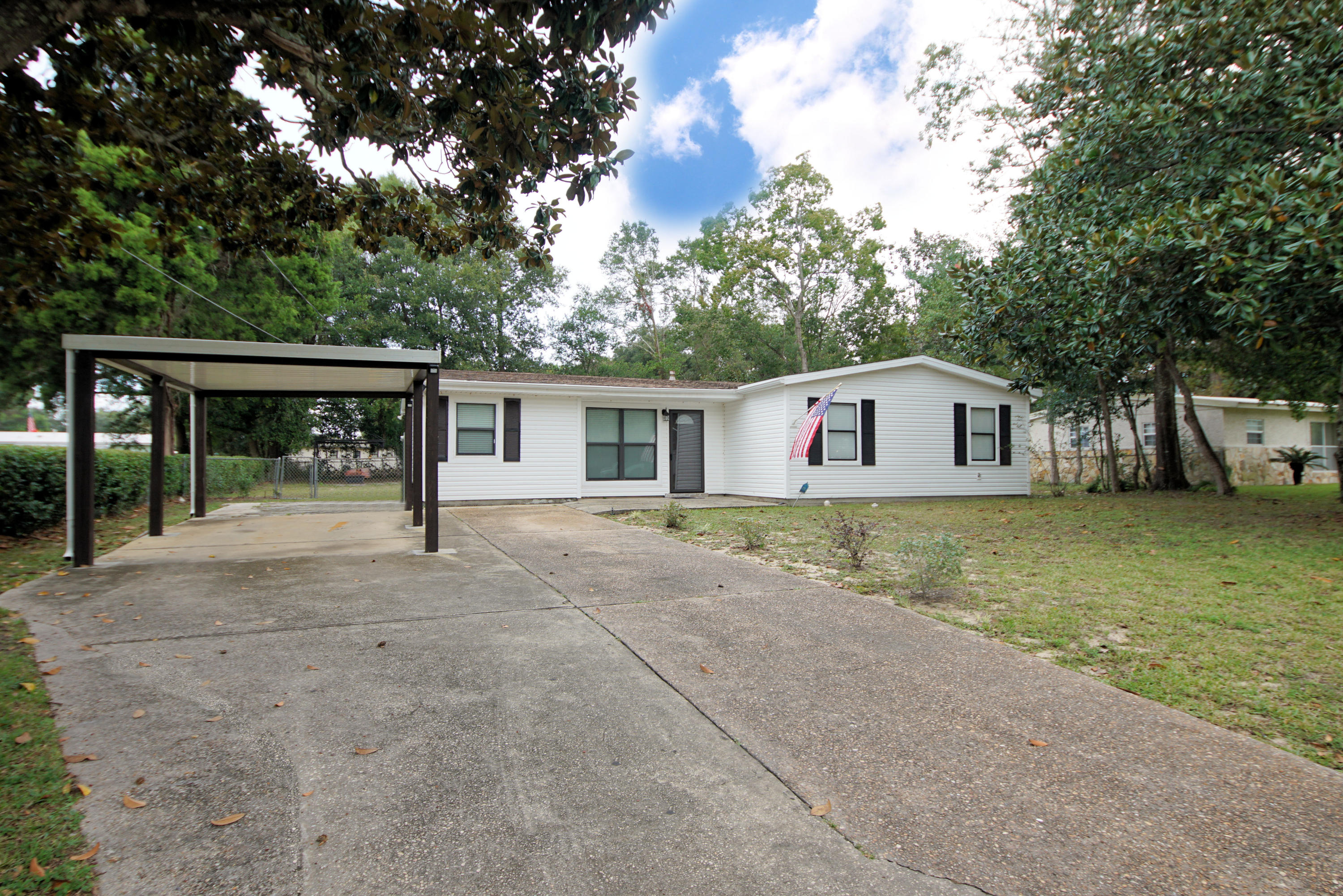 Photo of home for sale at 312 Newcastle, Fort Walton Beach FL