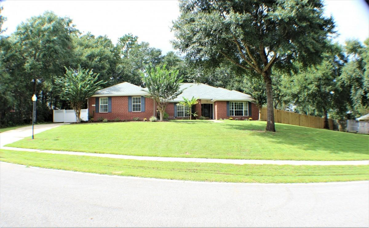 Photo of home for sale at 2616 Sorrel Ridge, Crestview FL