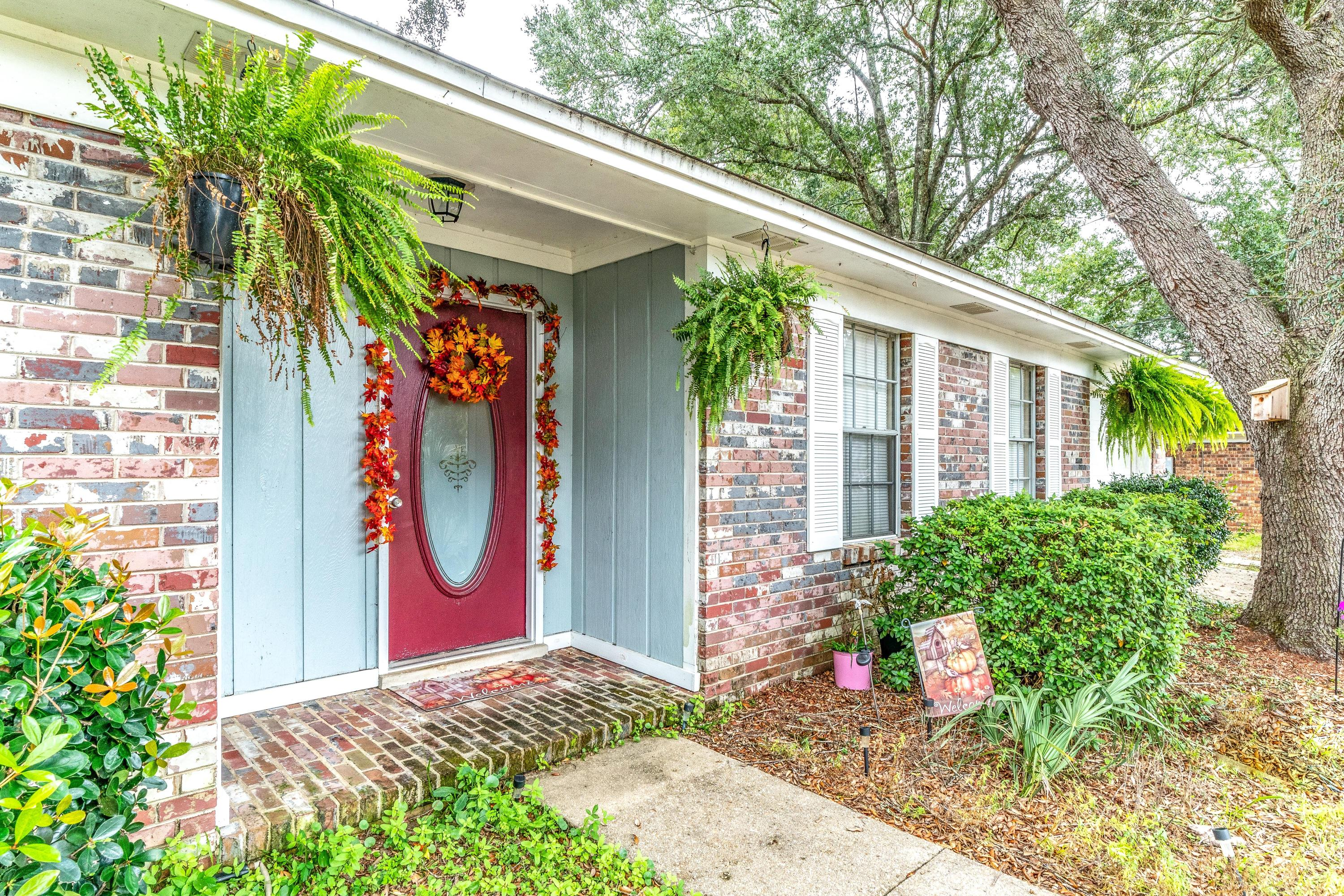 Photo of home for sale at 5527 Westwood, Milton FL