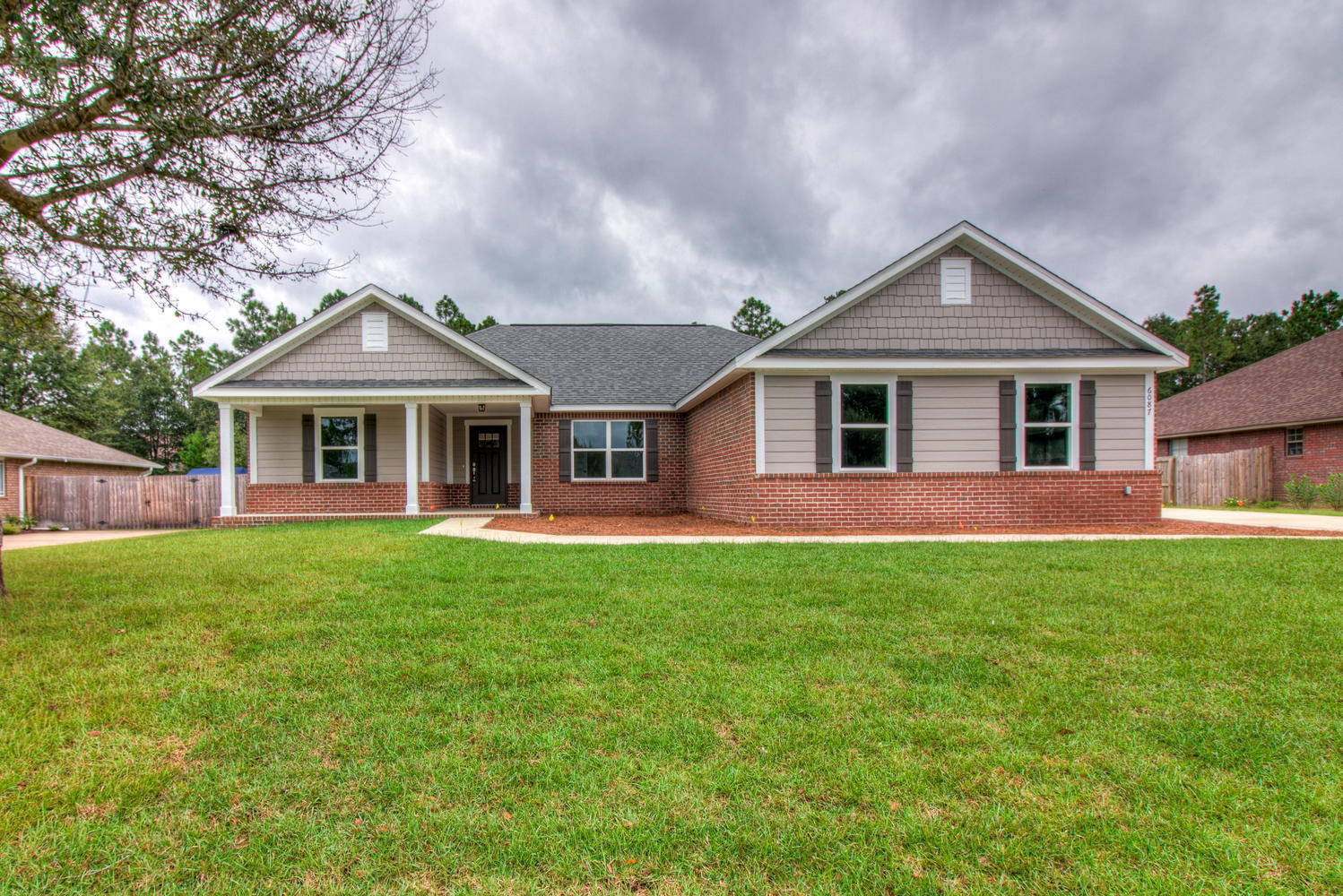Photo of home for sale at 4648 Meadow Lake, Crestview FL