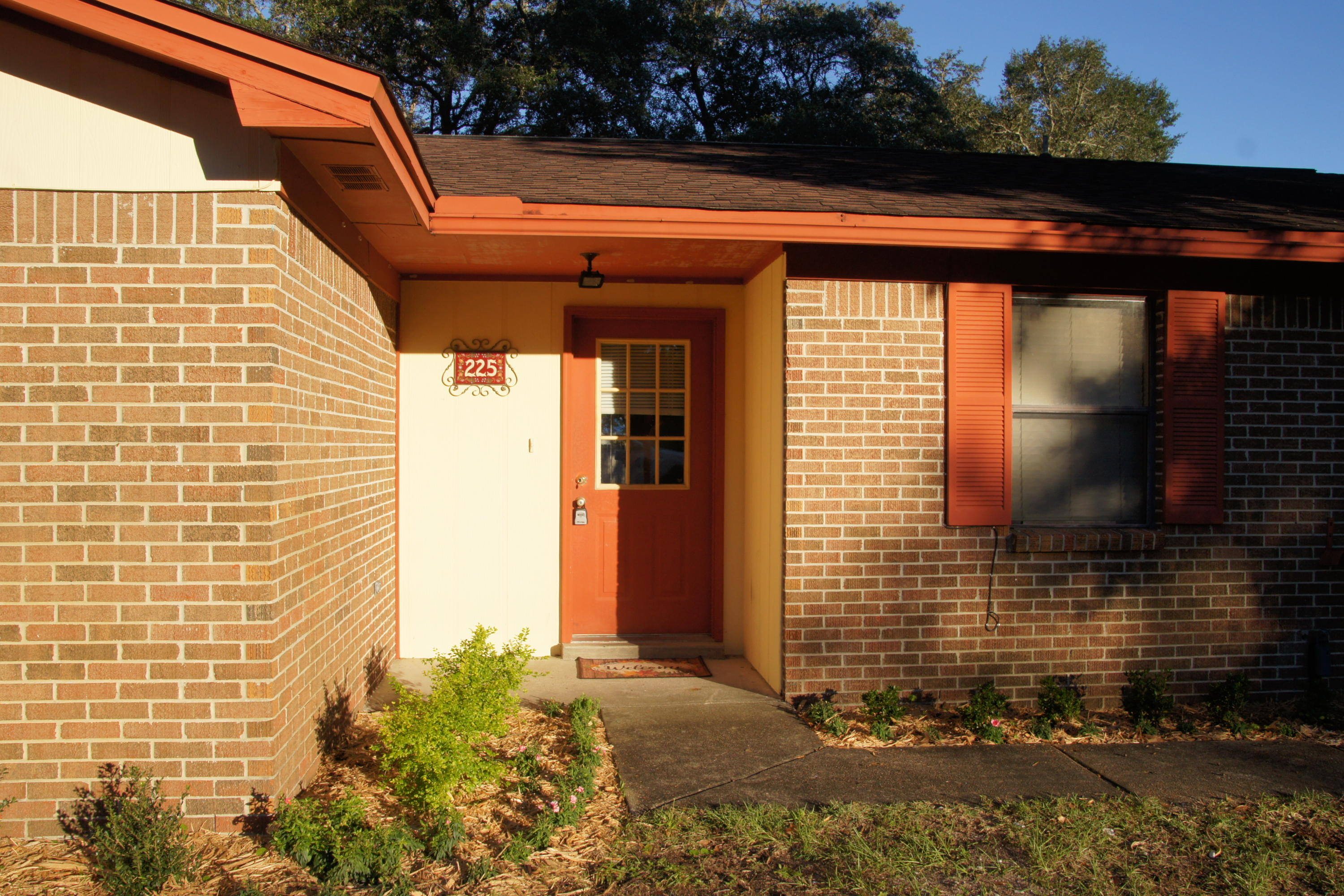 Photo of home for sale at 225 Terri Cove, Niceville FL