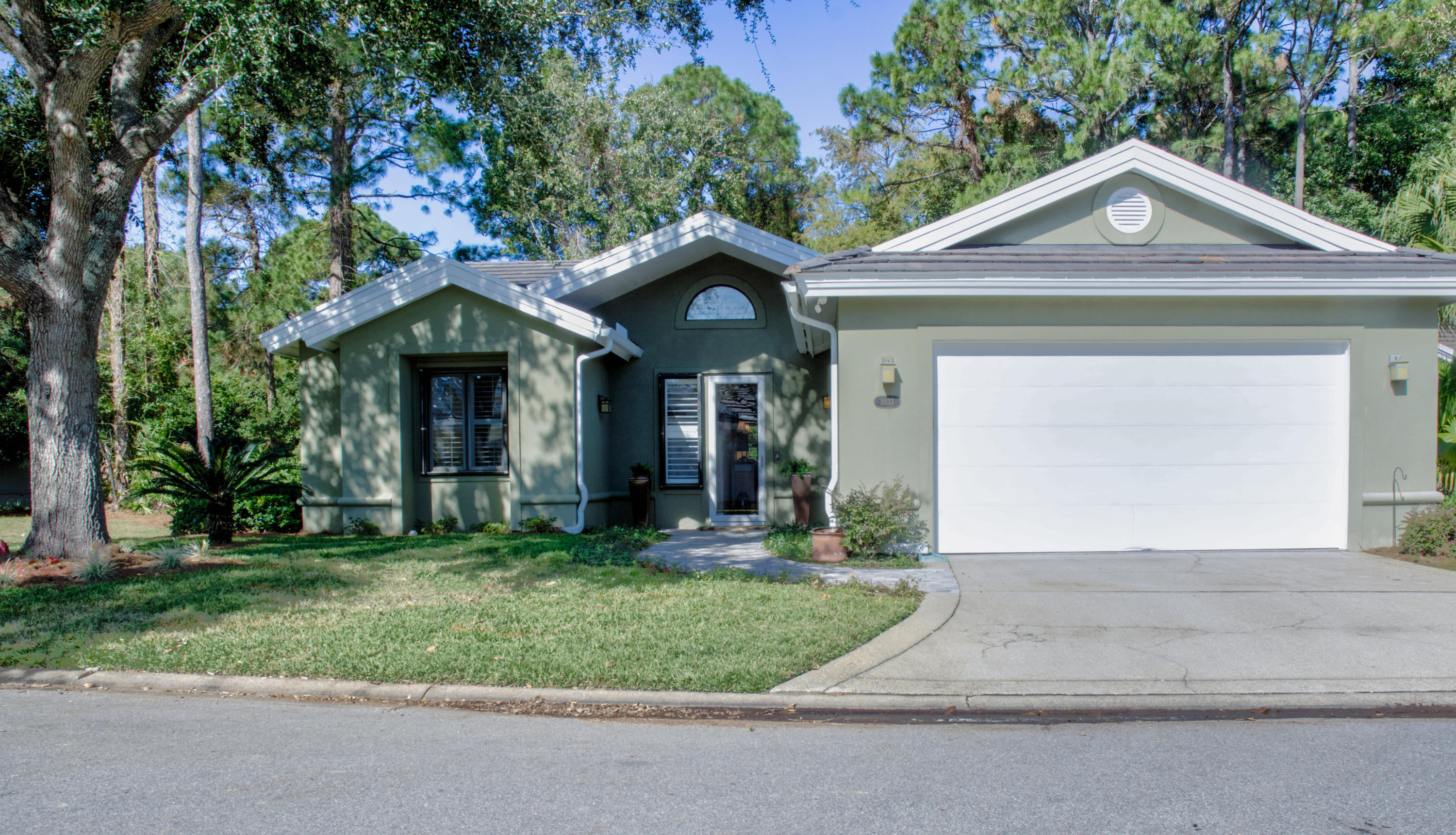 Photo of home for sale at 8833 Saint Andrews, Miramar Beach FL
