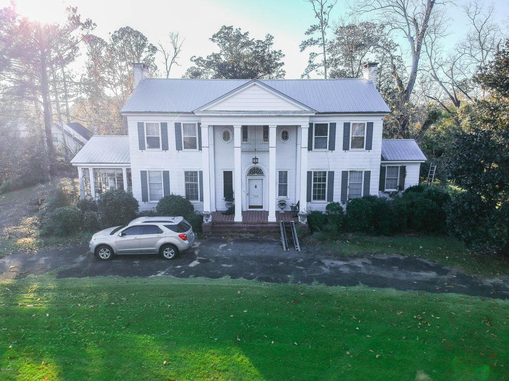 Photo of home for sale at 720 Main, Chipley FL