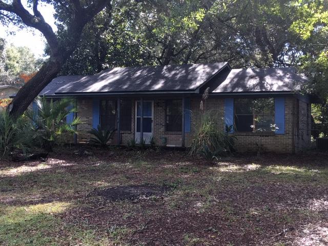 Photo of home for sale at 98 Live Oak, Niceville FL