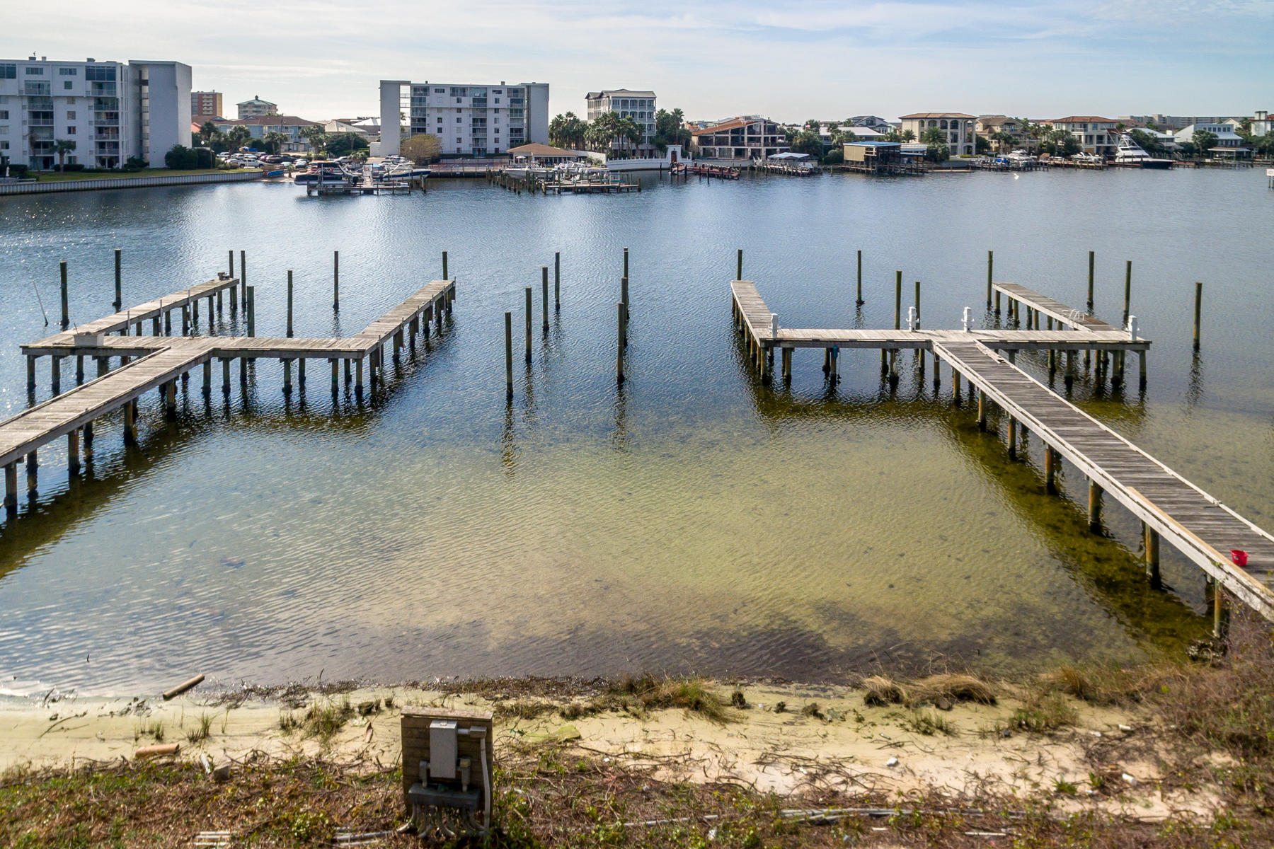 Photo of home for sale at 718 Harbor, Destin FL