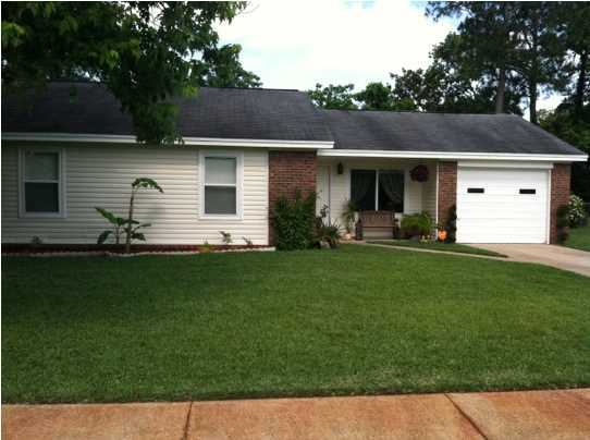 Photo of home for sale at 1104 Green Tree, Fort Walton Beach FL