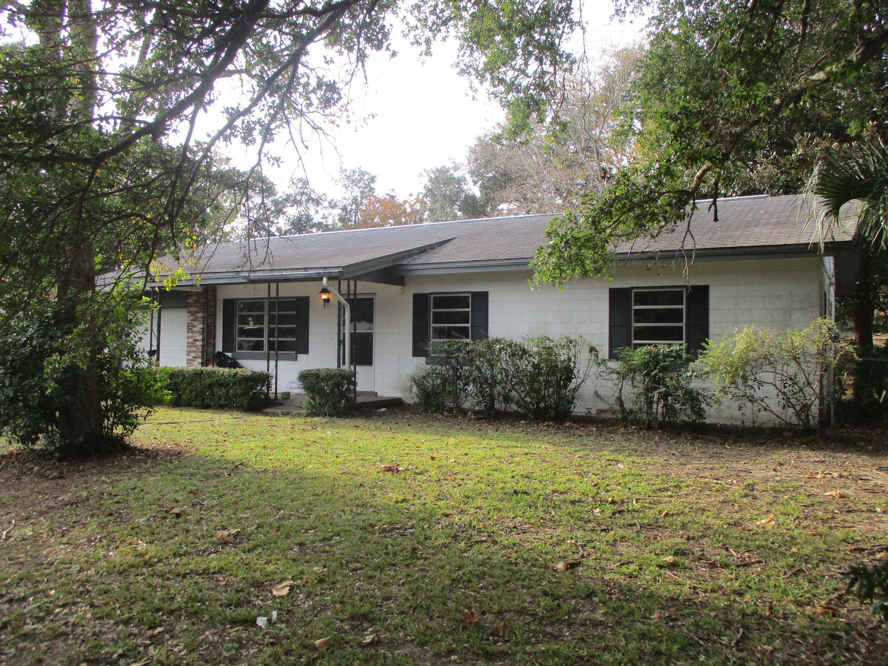 Photo of home for sale at 721 Kris, Fort Walton Beach FL