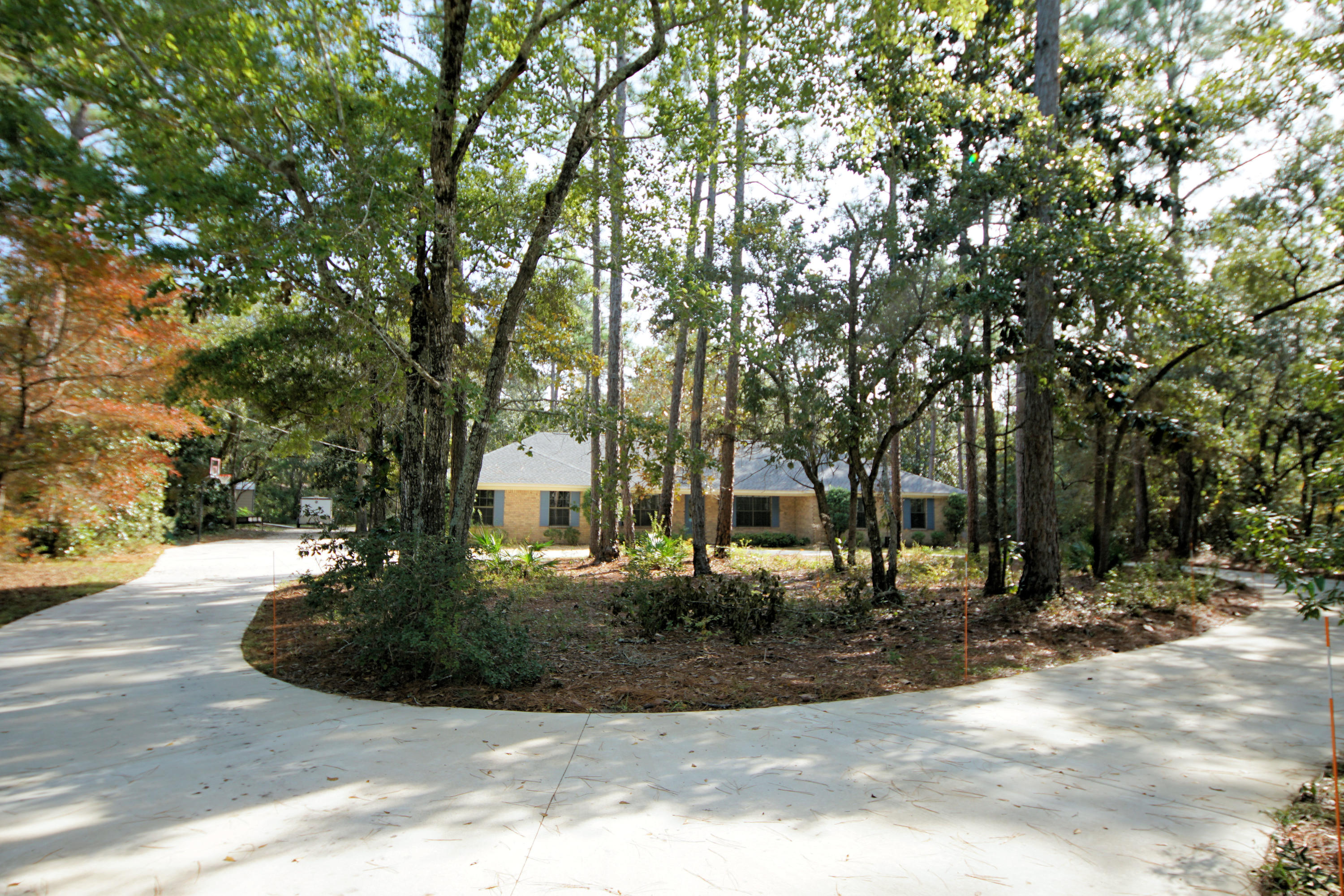 Photo of home for sale at 1911 Bayshore, Niceville FL