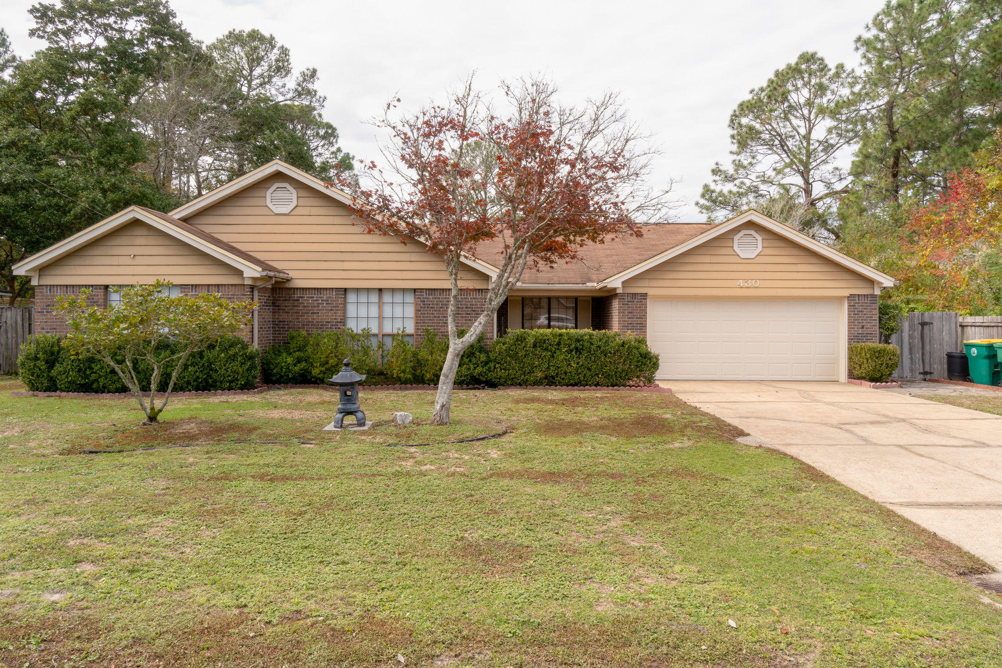 Photo of home for sale at 430 Northampton, Fort Walton Beach FL