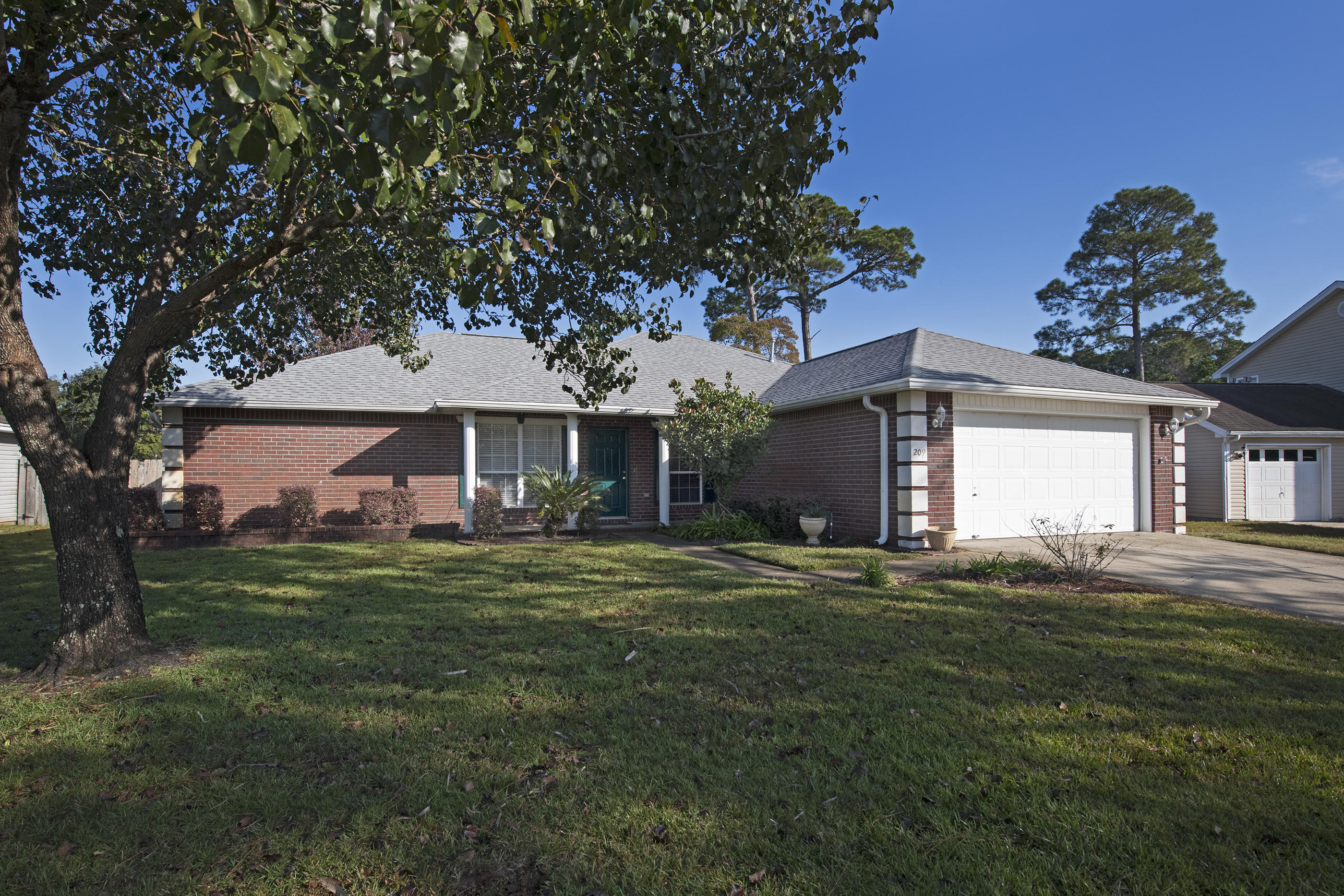 Photo of home for sale at 209 Linda, Fort Walton Beach FL