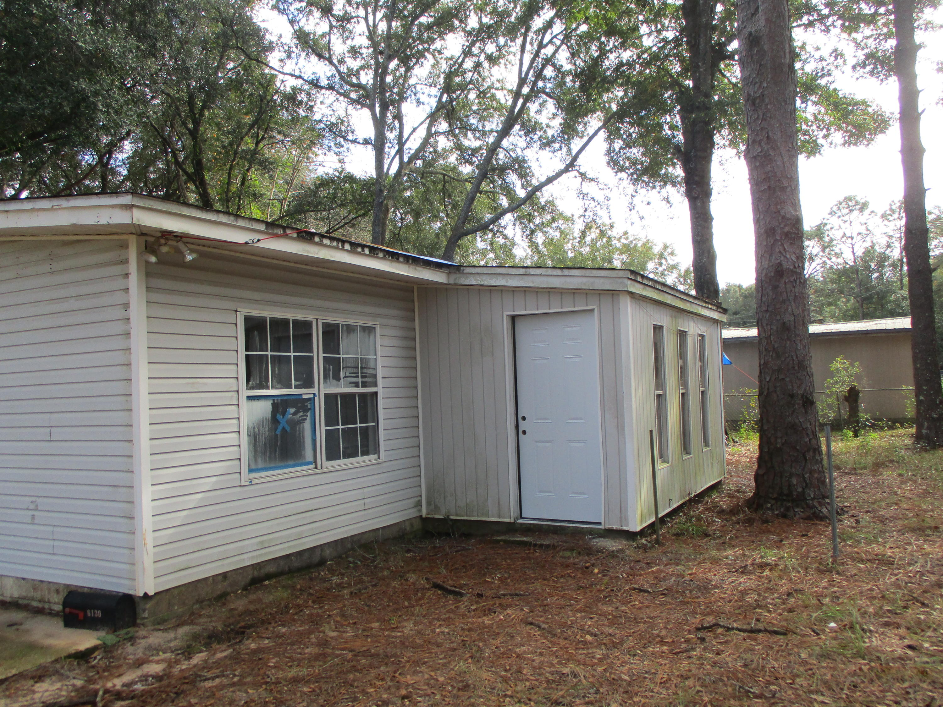 Photo of home for sale at 6130 Syrcle, Milton FL