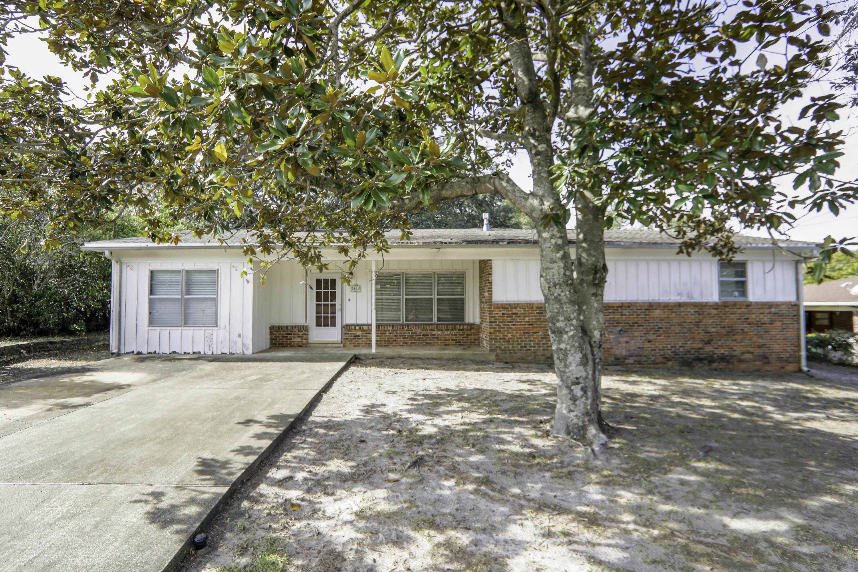 Photo of home for sale at 210 Bayou Woods, Fort Walton Beach FL