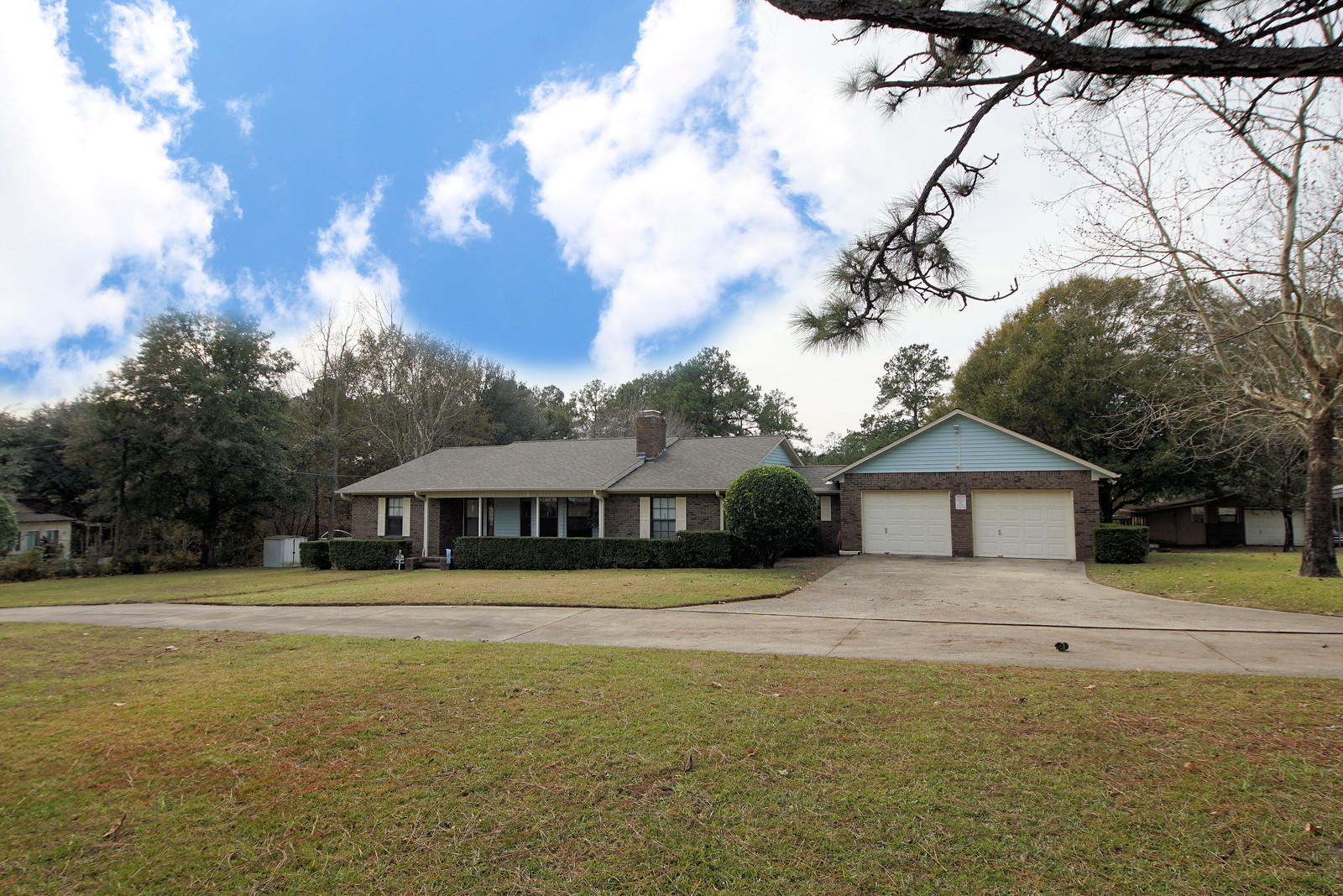 Photo of home for sale at 5652 Old Bethel, Crestview FL