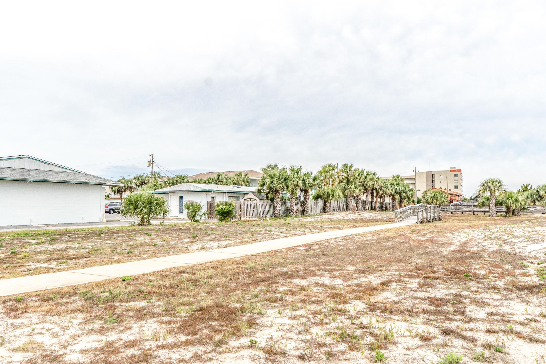 Photo of home for sale at 302 Santa Rosa, Fort Walton Beach FL