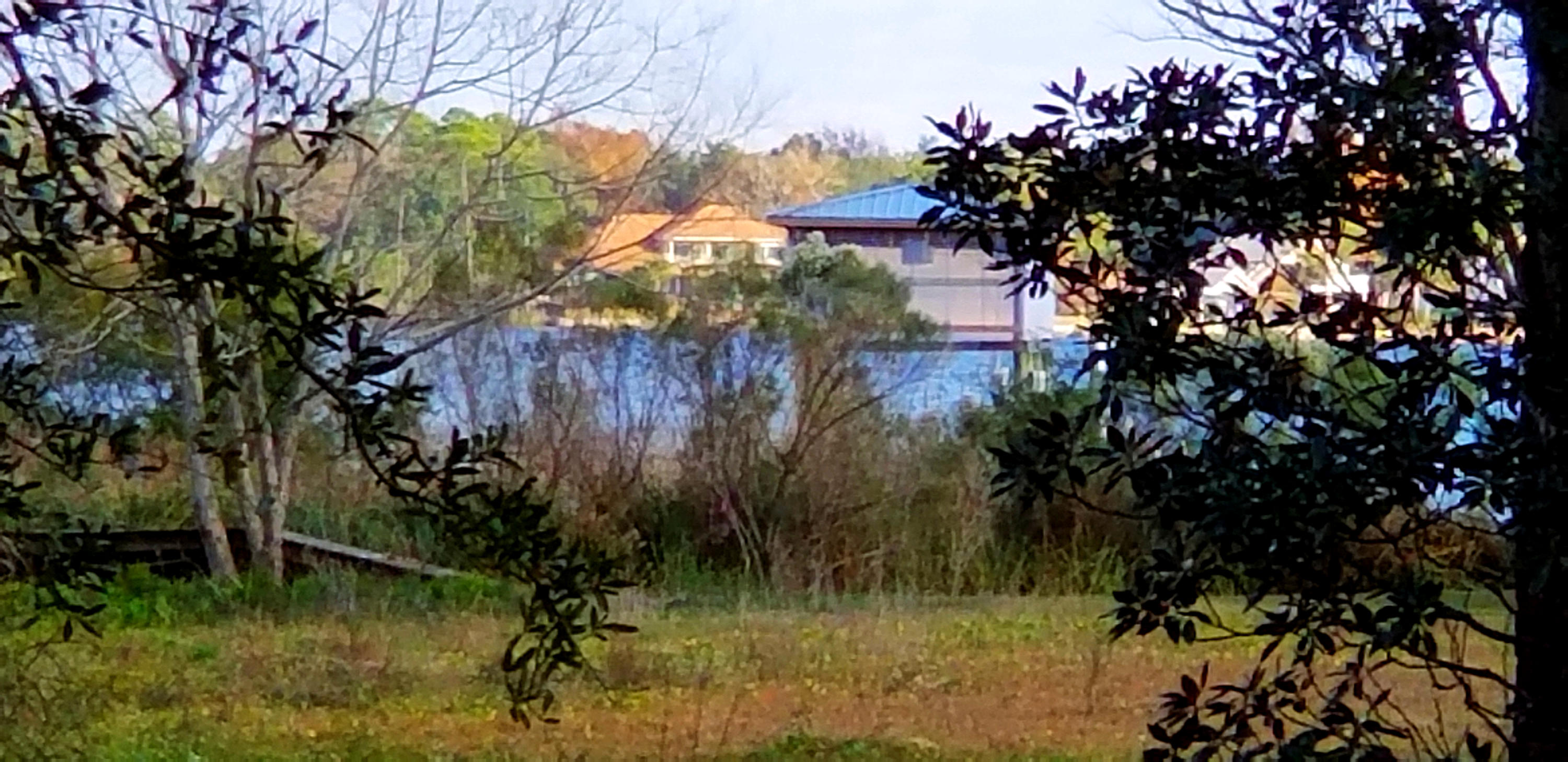 Photo of home for sale at 201 Bahia Vista, Niceville FL