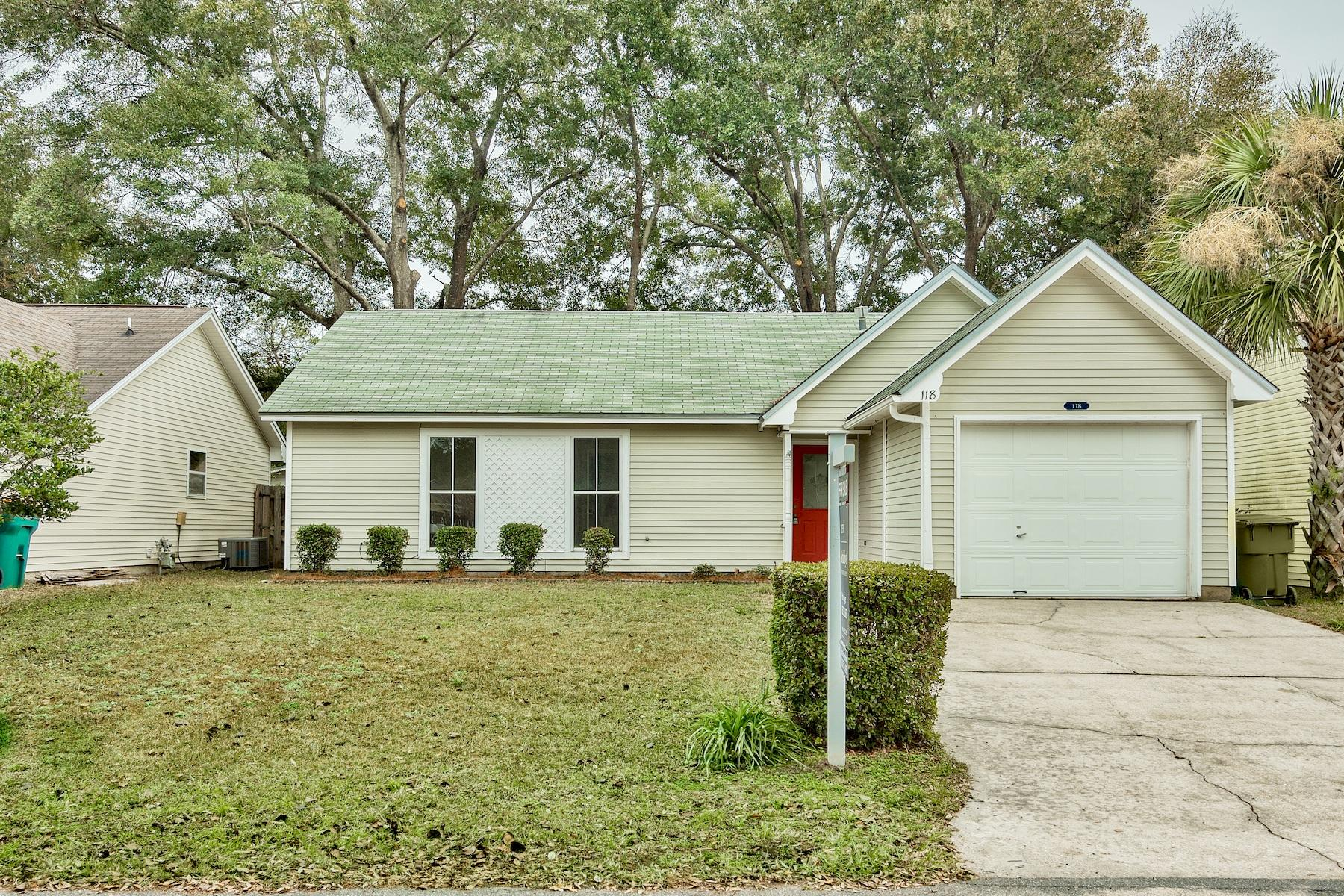 One of Niceville 3 Bedroom Homes for Sale at 118  Summit Court