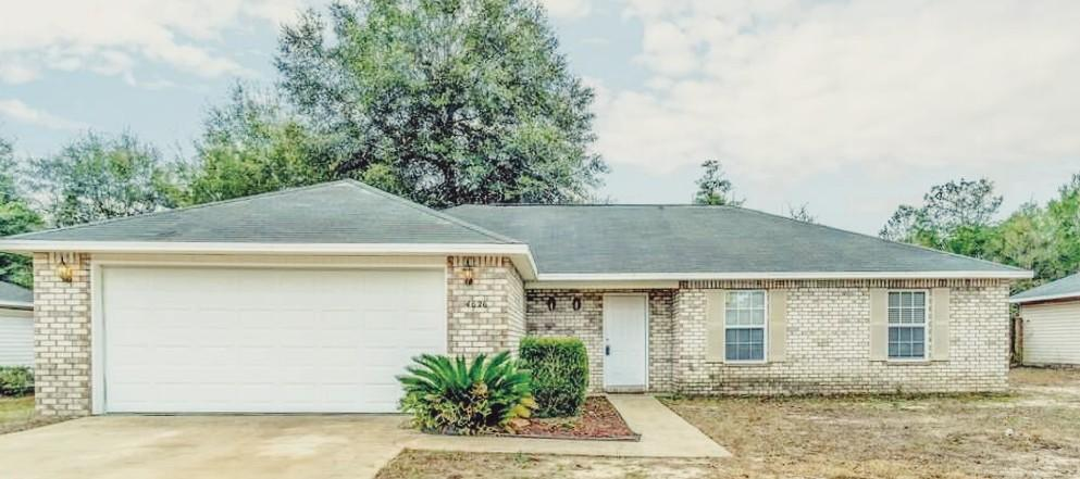 Photo of home for sale at 4626 Bobolink, Crestview FL