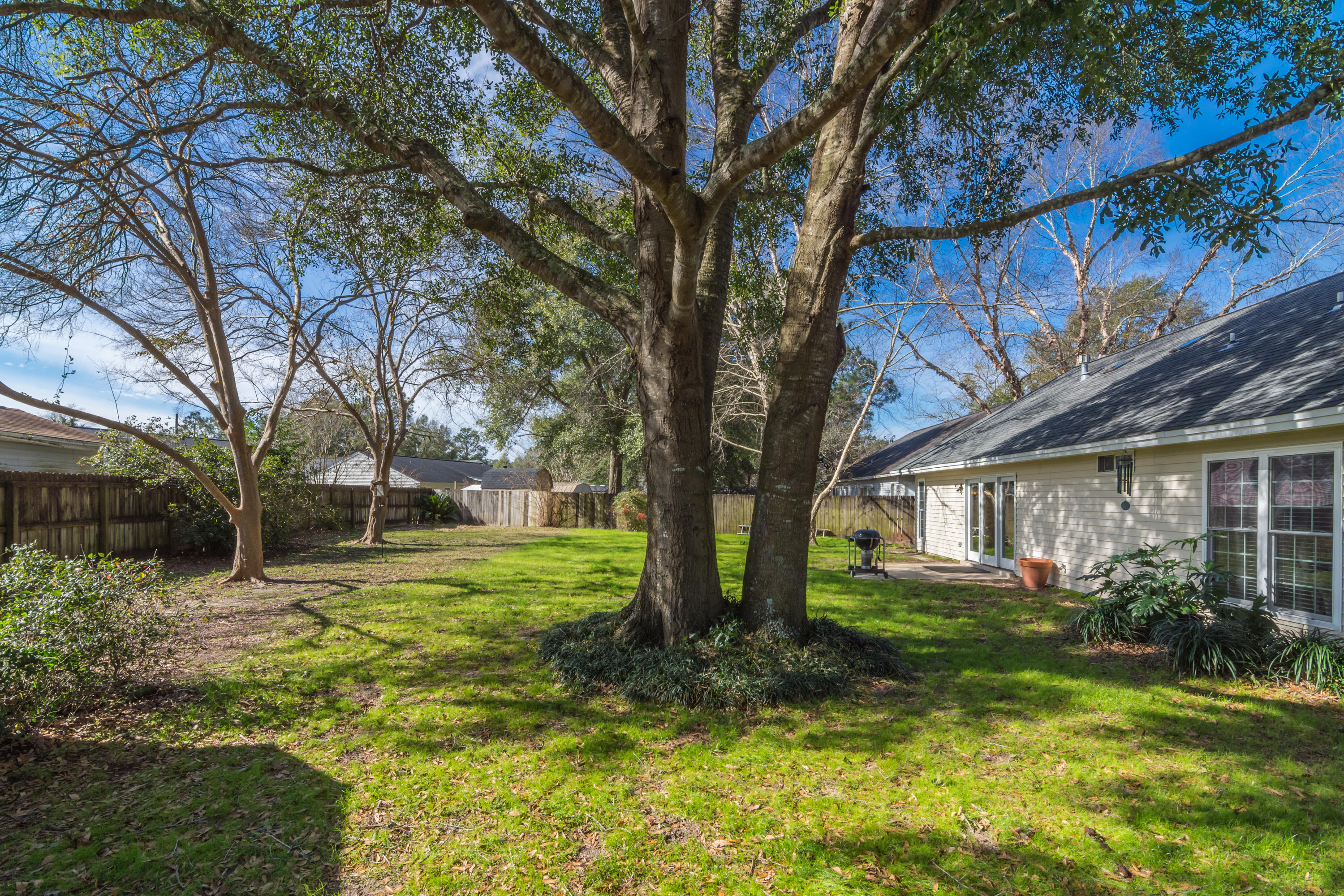 Photo of home for sale at 147 Old Mill, Crestview FL