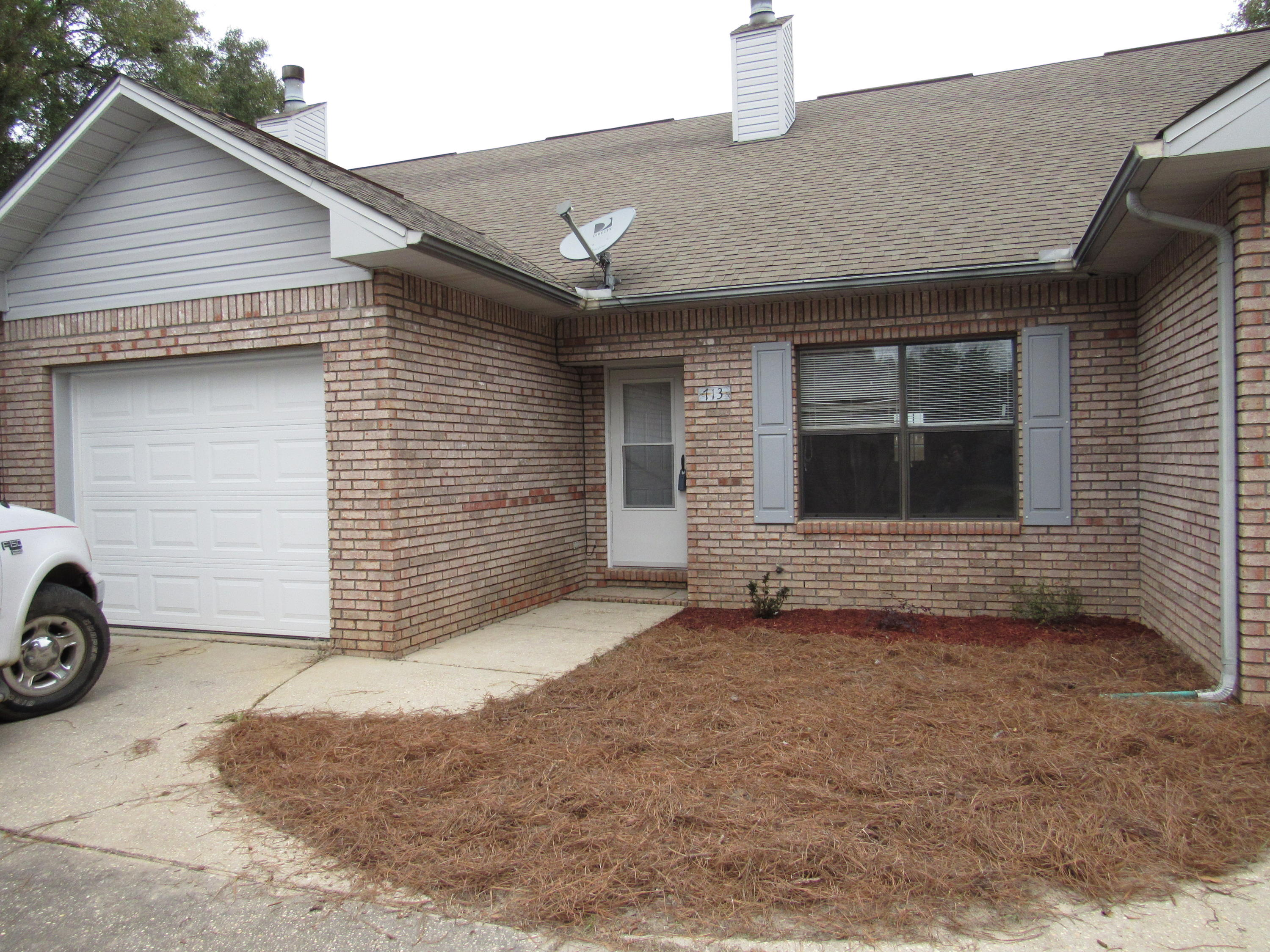 Photo of home for sale at 713 Valley, Crestview FL