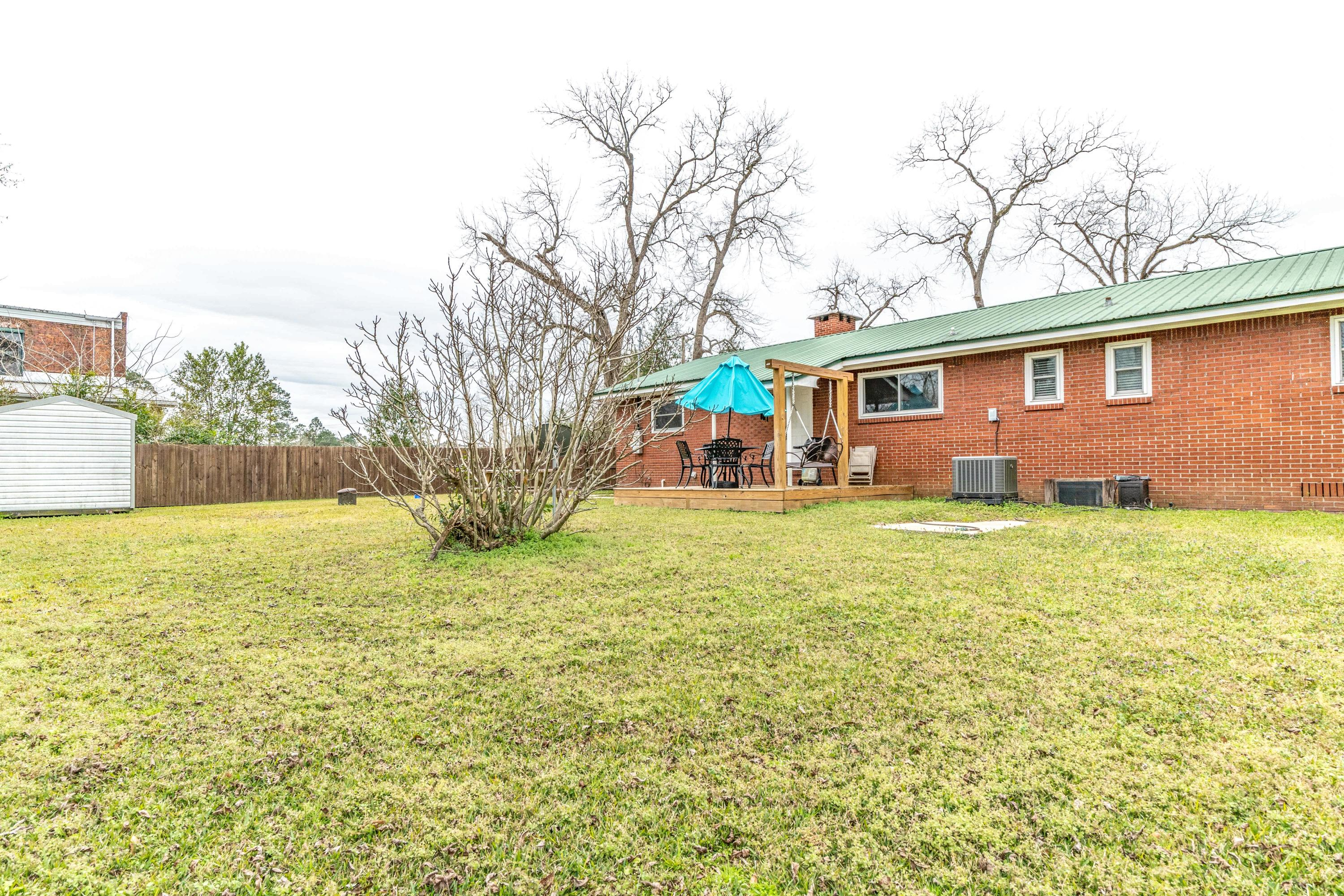Photo of home for sale at 8185 4th, Laurel Hill FL