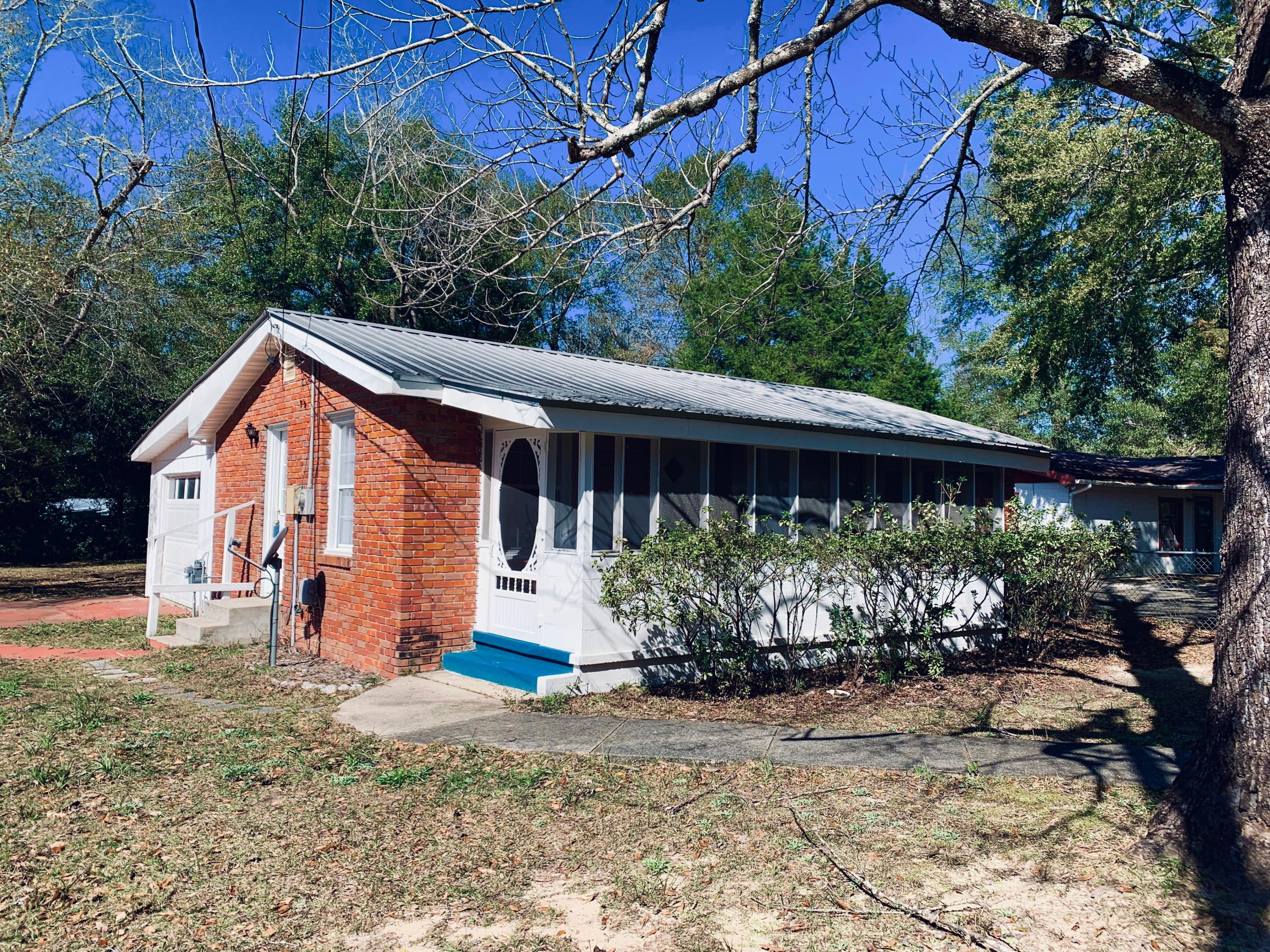 Photo of home for sale at 698 Mcclelland, Crestview FL
