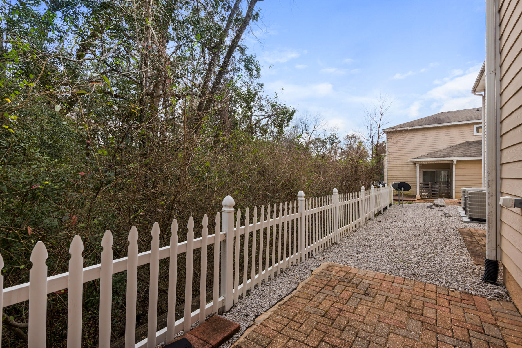 Photo of home for sale at 521 31st, Niceville FL