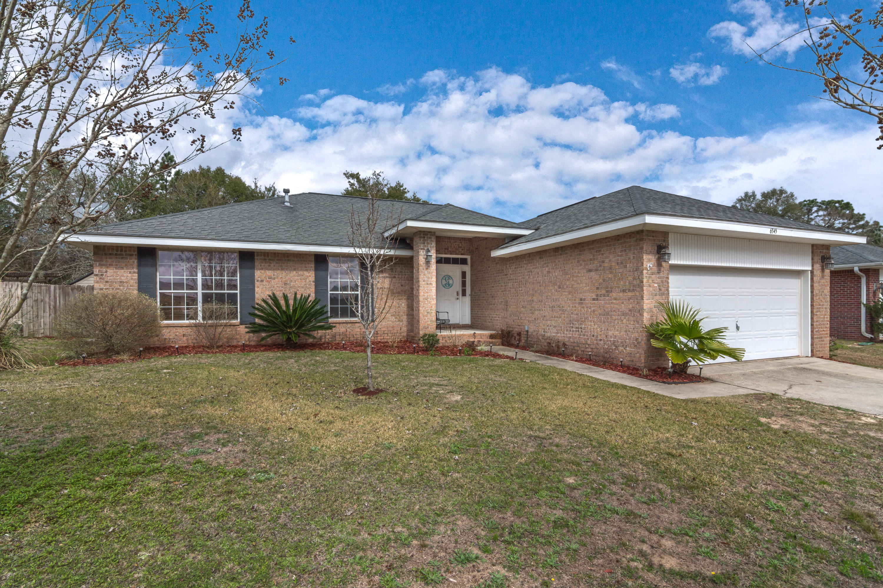 Photo of home for sale at 6345 Havenmist, Crestview FL