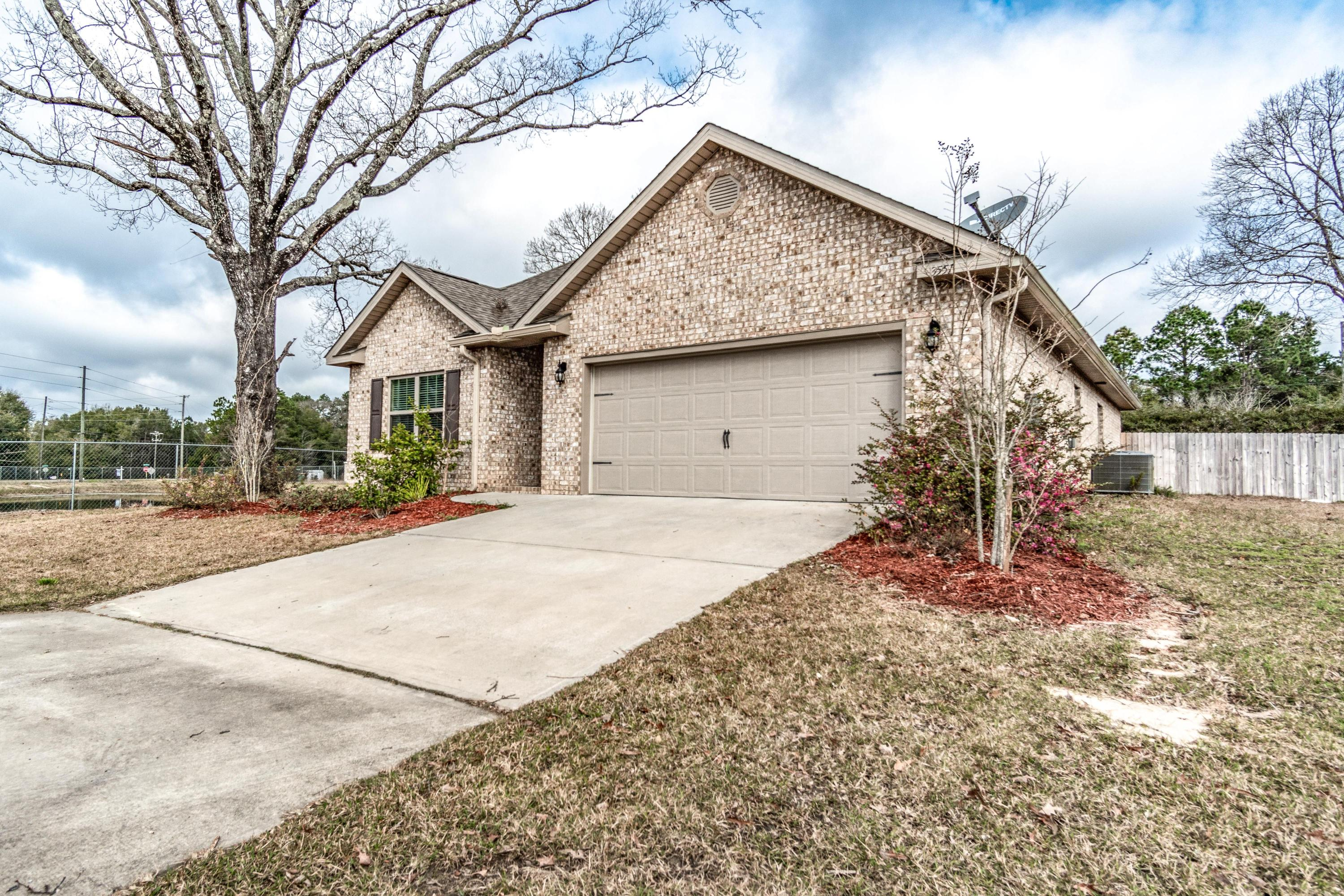 Photo of home for sale at 3551 Autumn Woods, Crestview FL