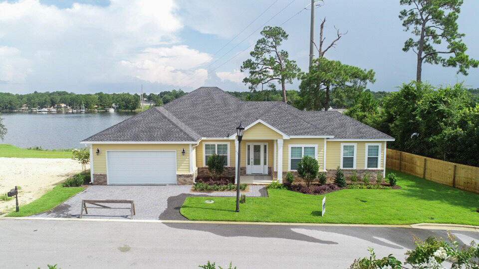 A 4 Bedroom 2 Bedroom Osprey Pointe Home